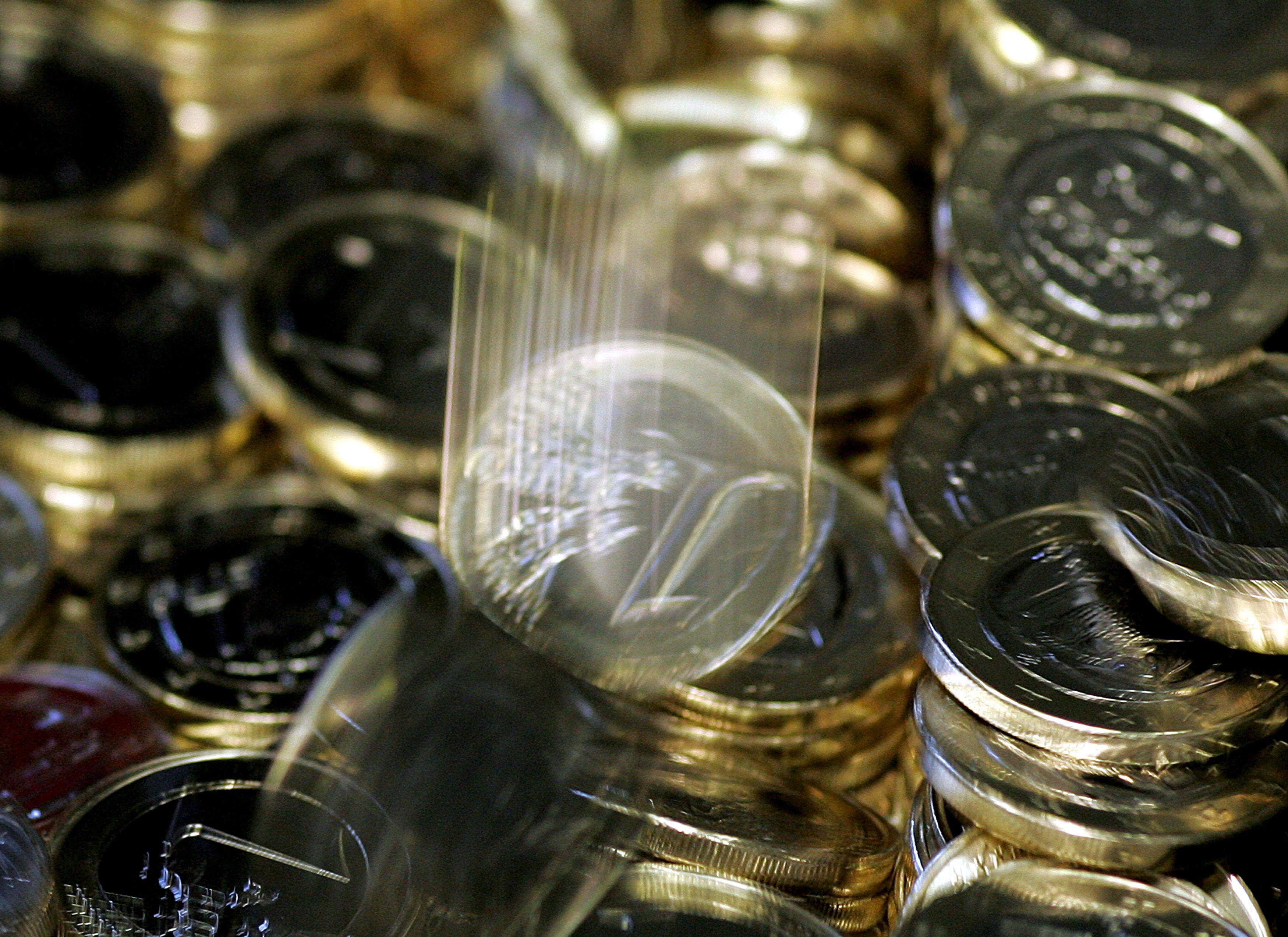 El euro baja por la mañana en Fráncfort hasta los 1,3378 dólares
