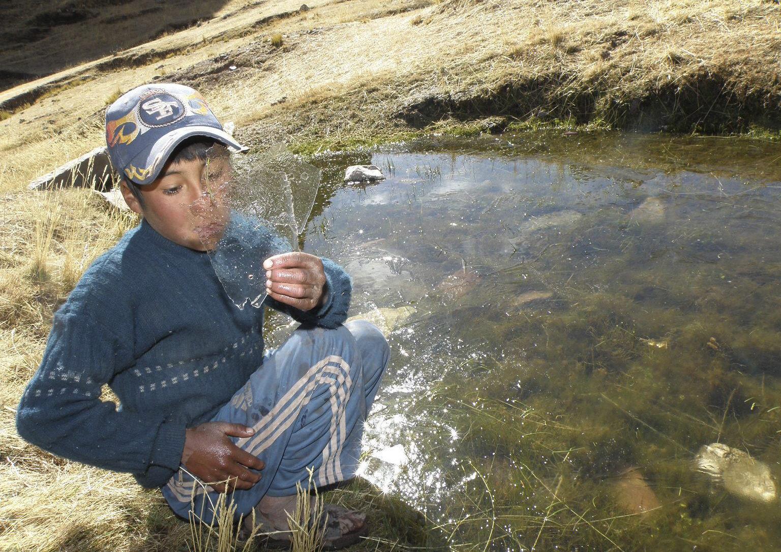 Un muerto y cientos de aislados por nevadas en el sur de Perú, según medios