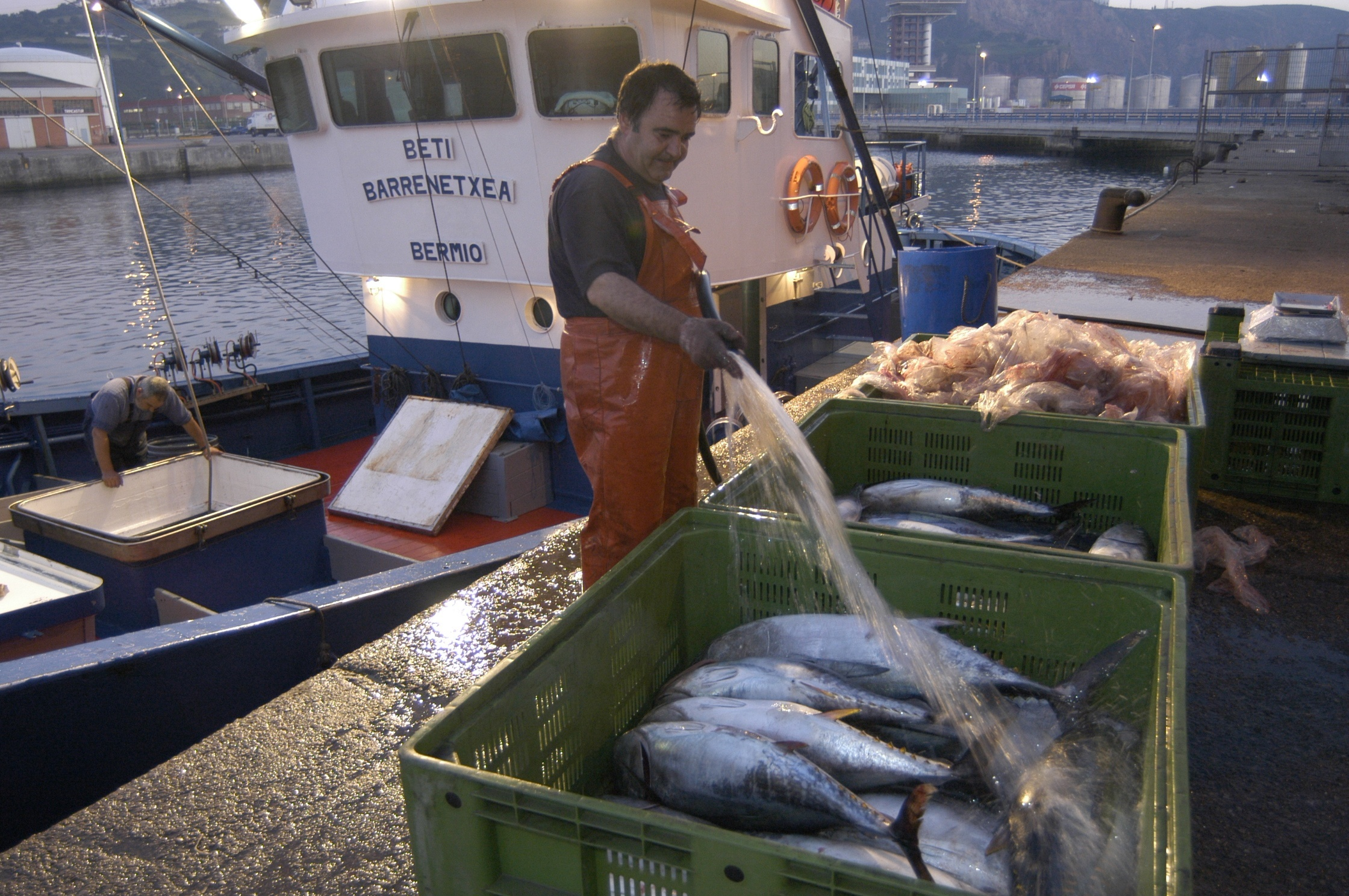 Cañete insiste en que el esfuerzo pesquero tiene que estar graduado de acuerdo con los estudios científicos