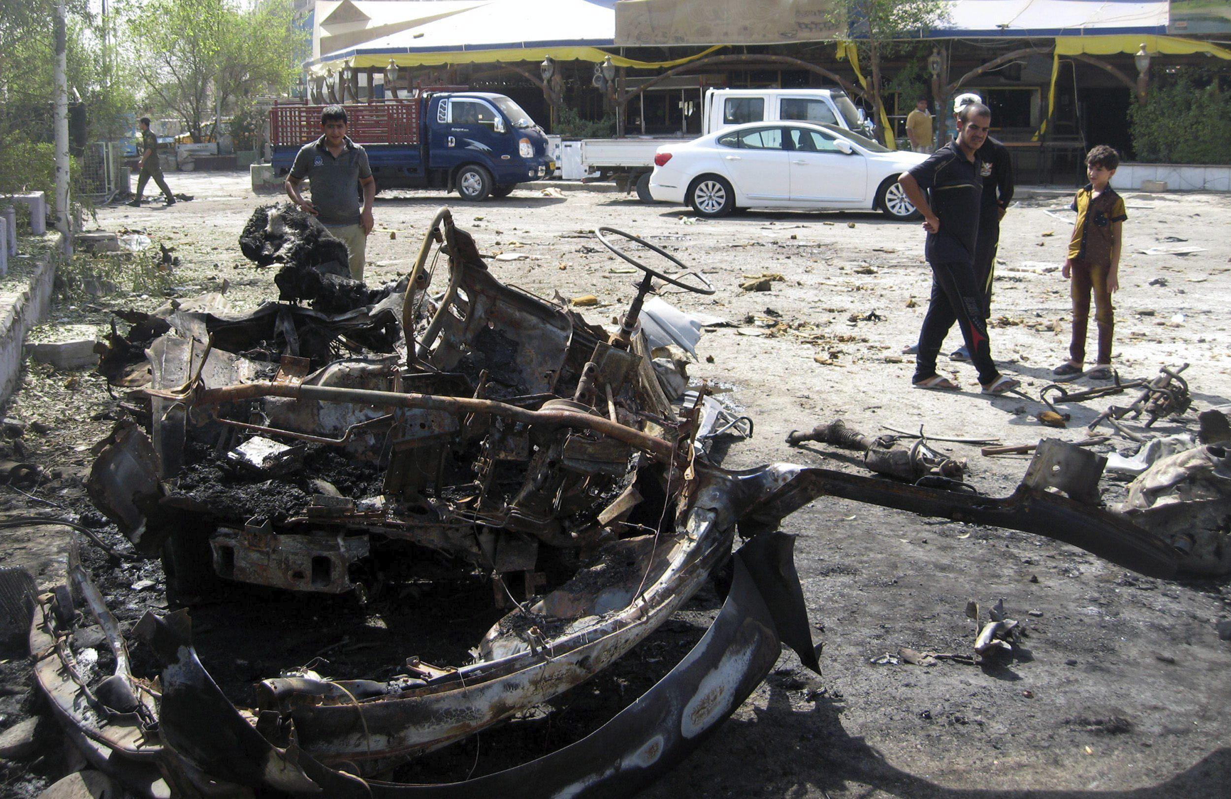 30 Muertos y 55 heridos en ataque suicida contra una mezquita chií en Bagdad