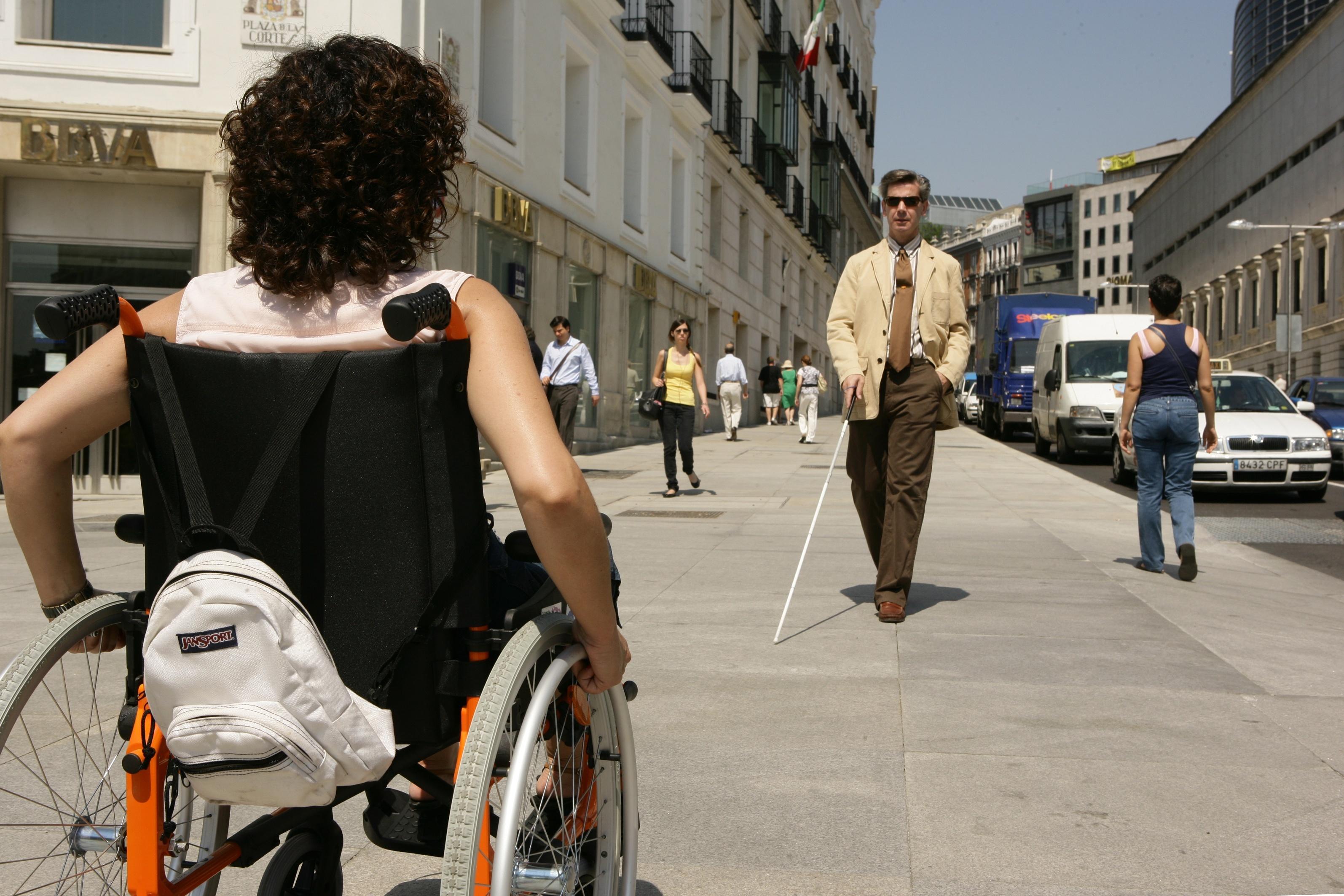 FSC Inserta forma en Tarragona discapacitados para trabajar en el sector servicios