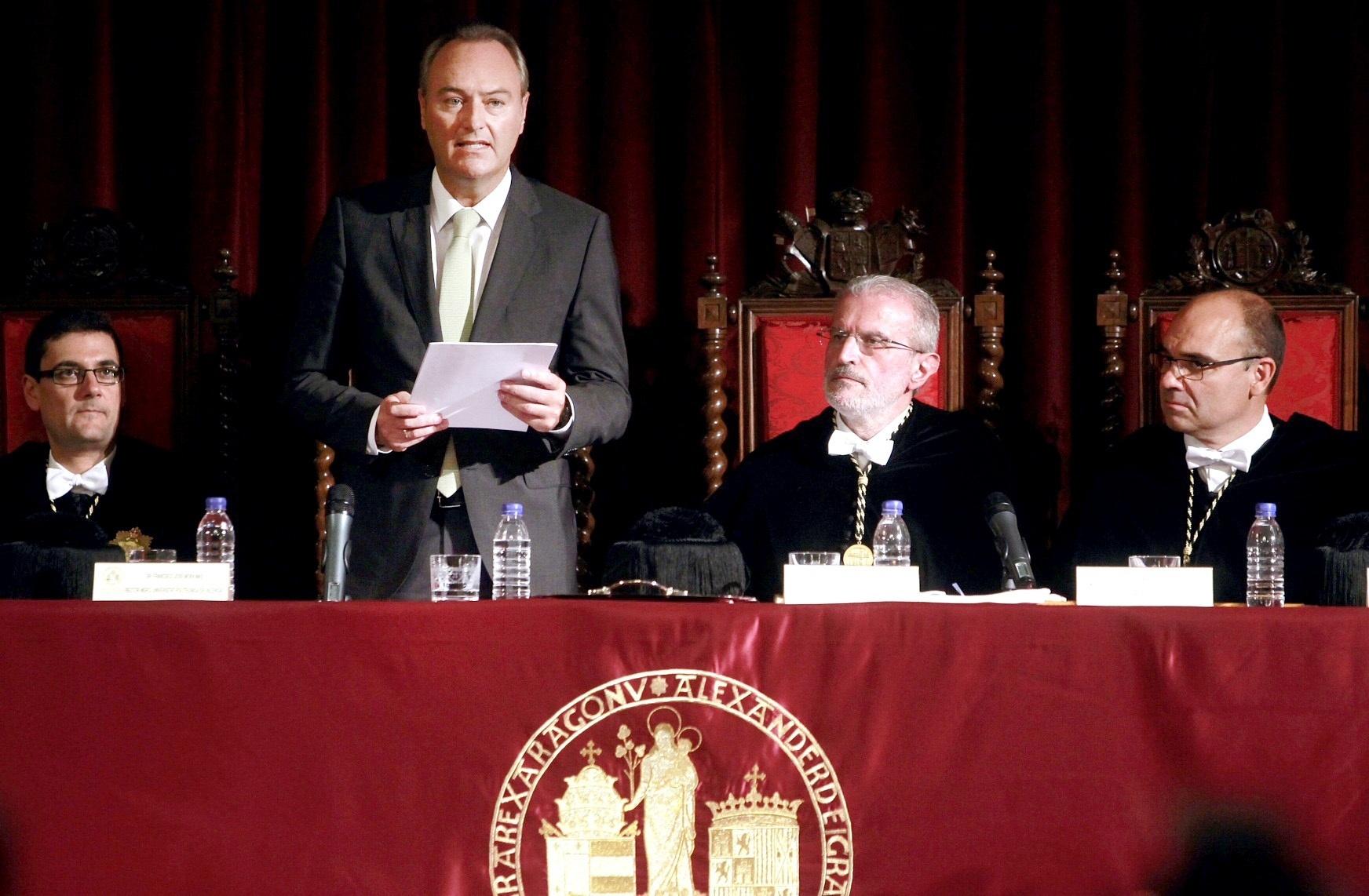 Fabra anuncia préstamos universitarios para aplazar cinco años el pago de los estudios con aval de la Generalitat