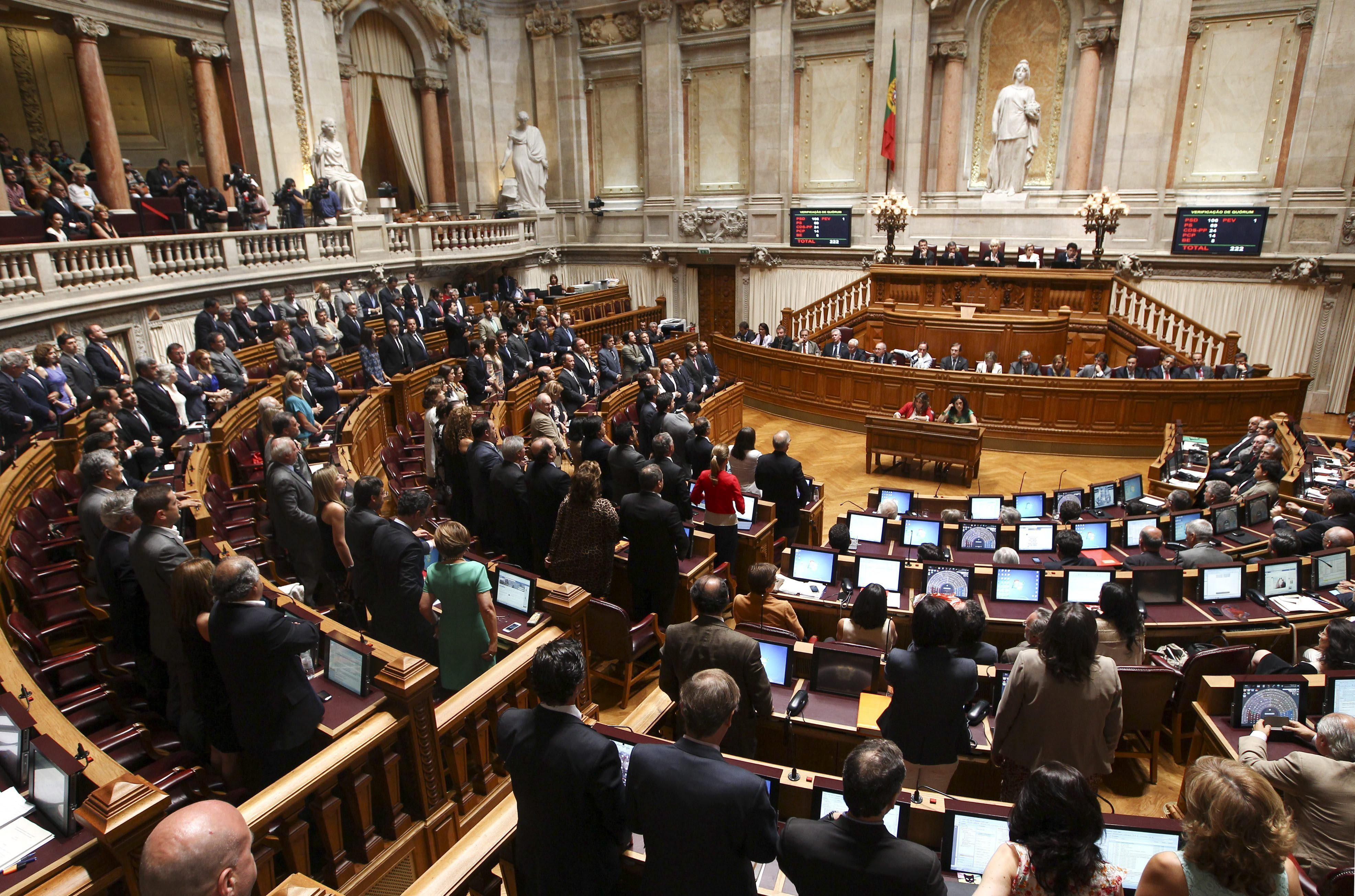 El Gobierno luso recortará un 60% el sueldo de los funcionarios sin ocupación