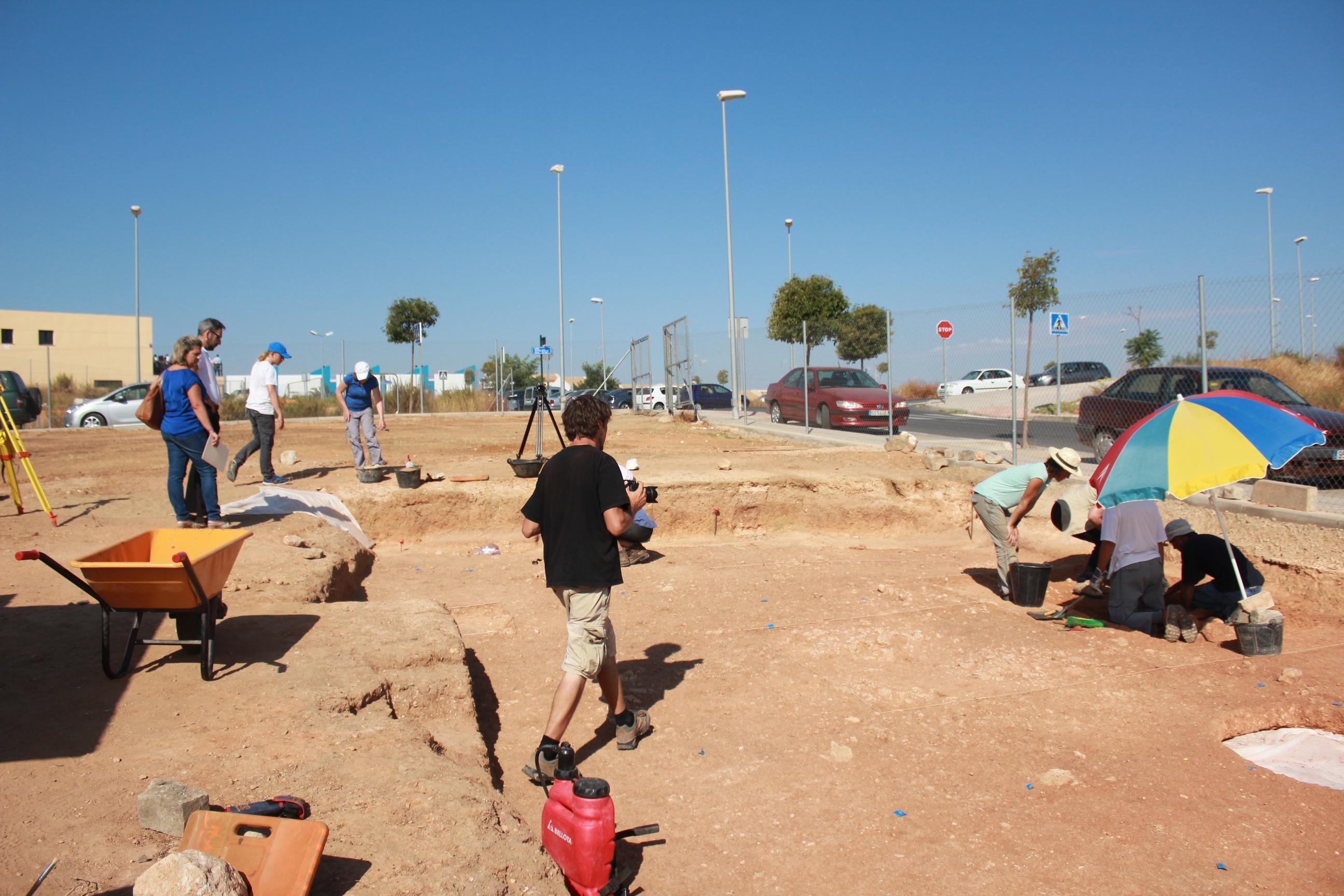 Hallan tres tumbas fenicias en Ayamonte en una segunda campaña de excavación y no descartan encontrar más