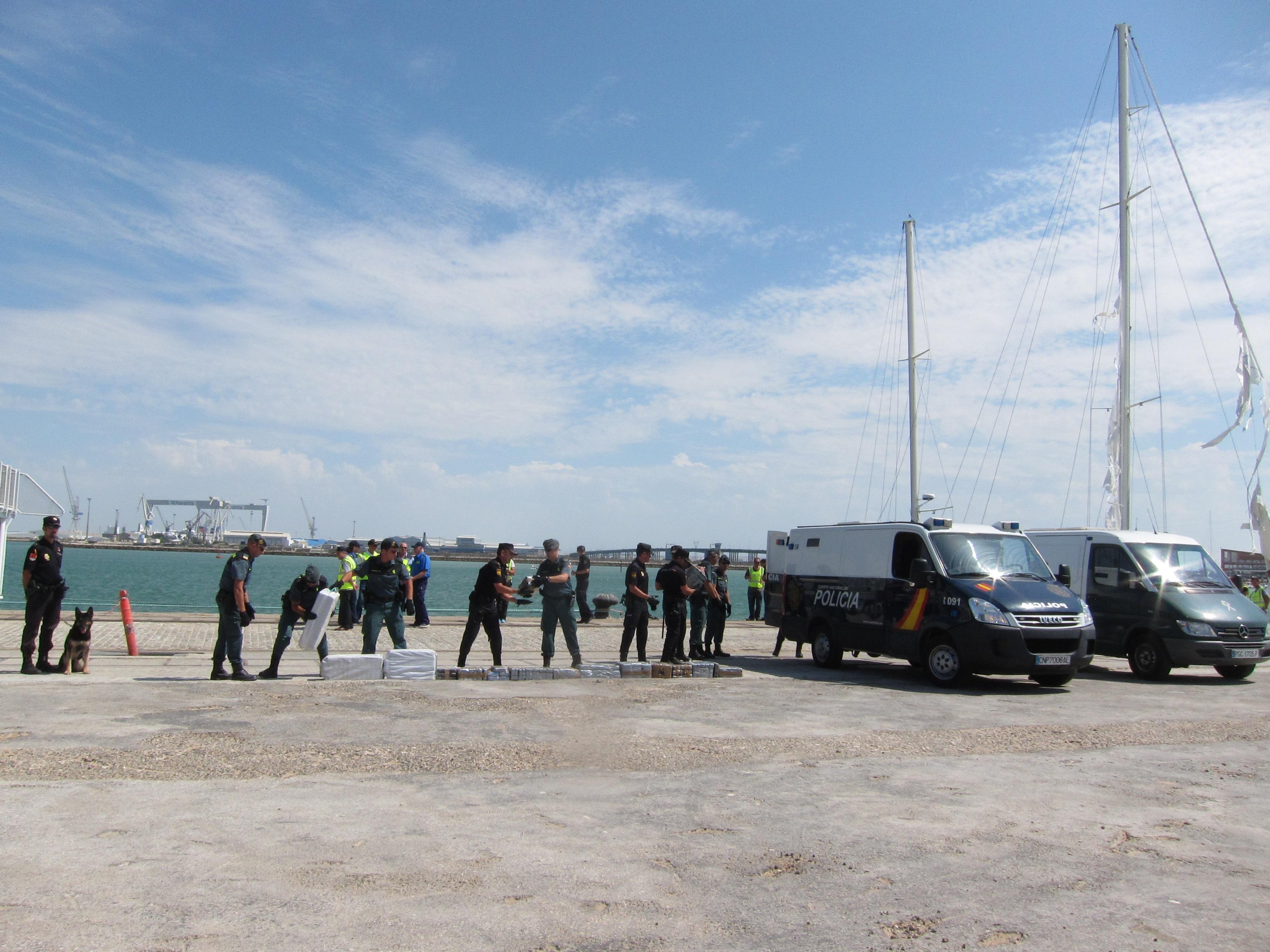 Interceptado un velero registrado en Gibraltar con 800 kilos de cocaína