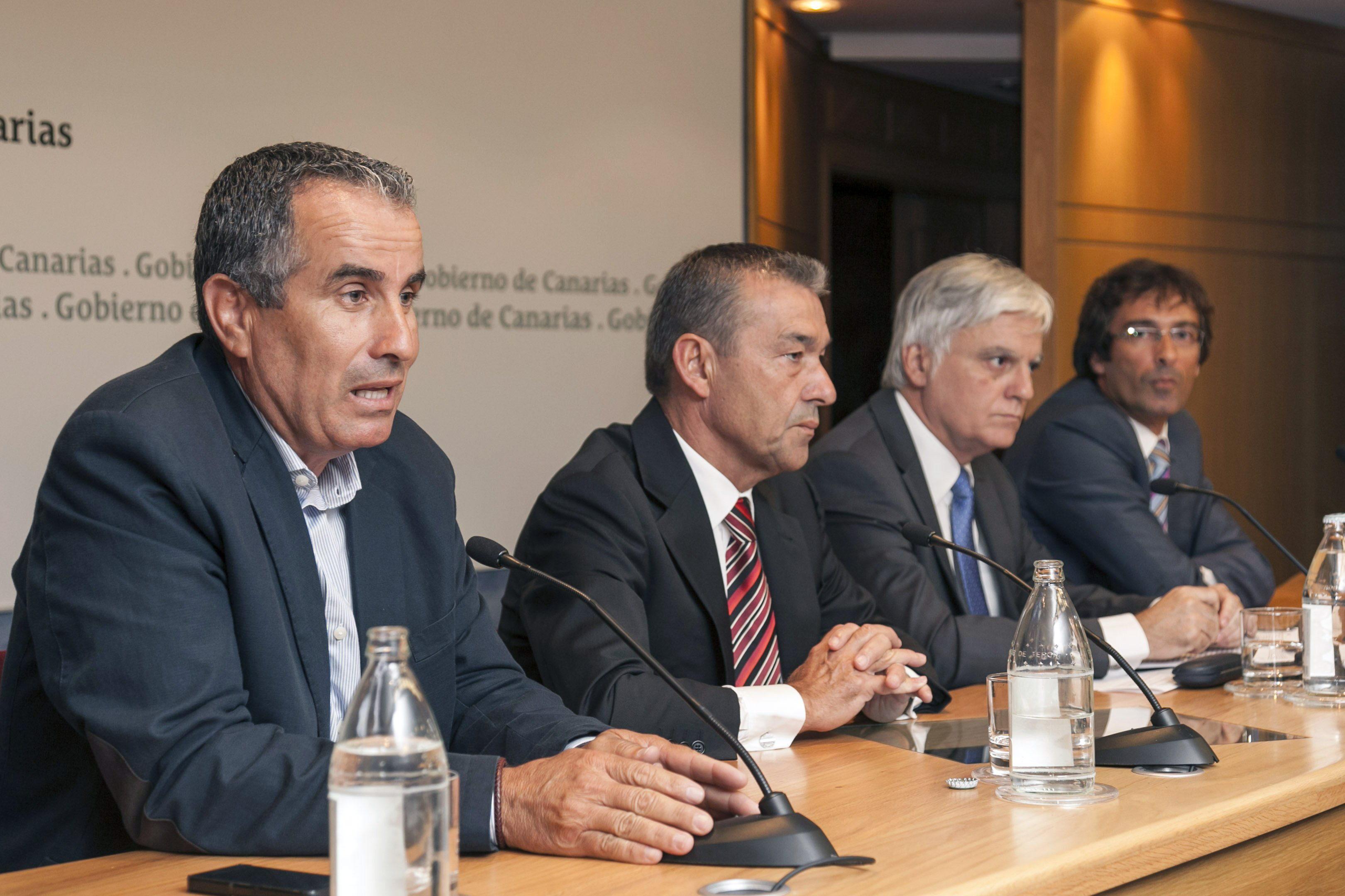 Rivero y los cabildos piden unidad frente a Repsol y a su «empleado del año»