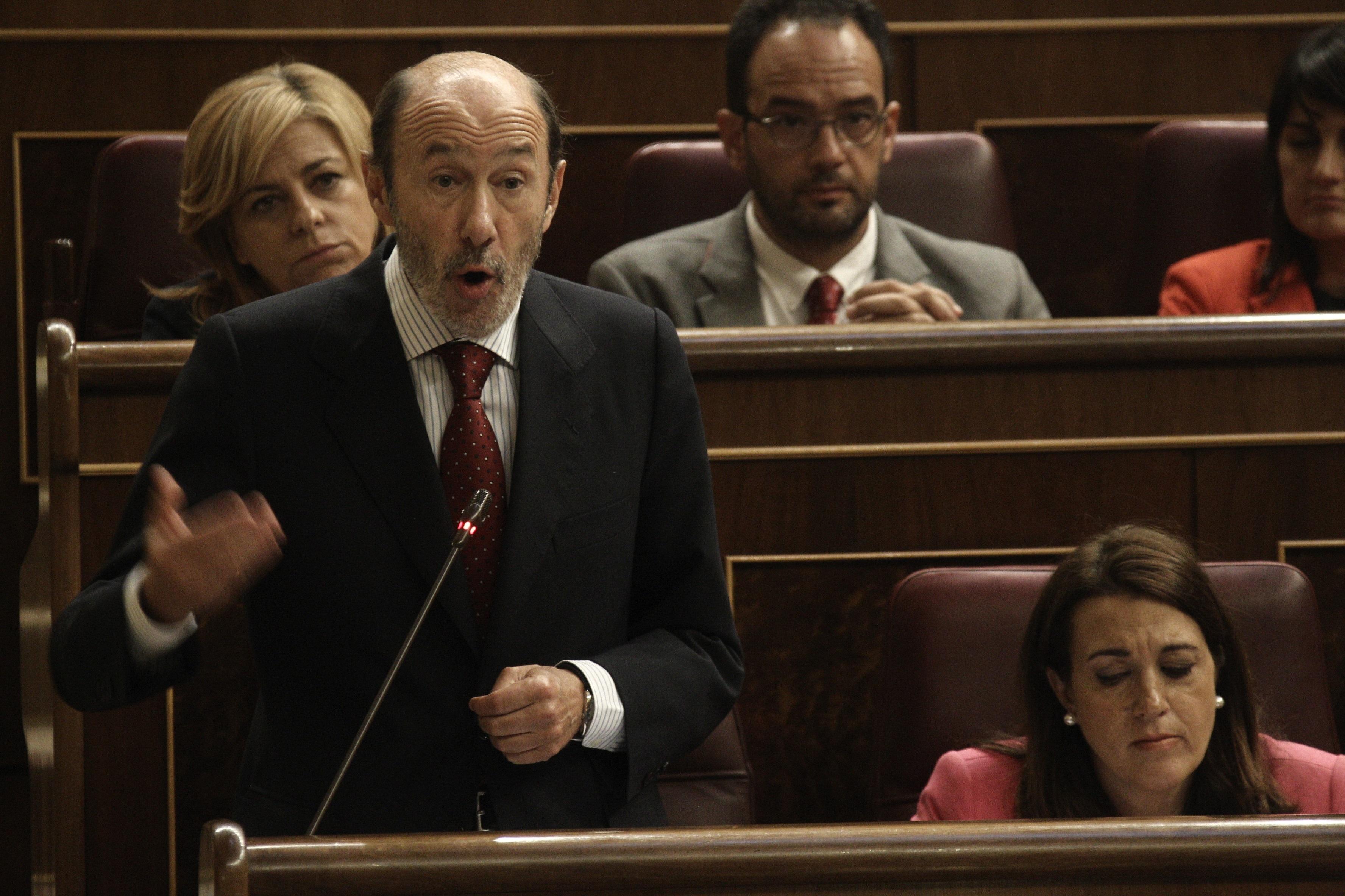 Rubalcaba dice que la brecha entre Gobierno y PSOE «no tiene arreglo» porque Rajoy «está empecinado en mentir»