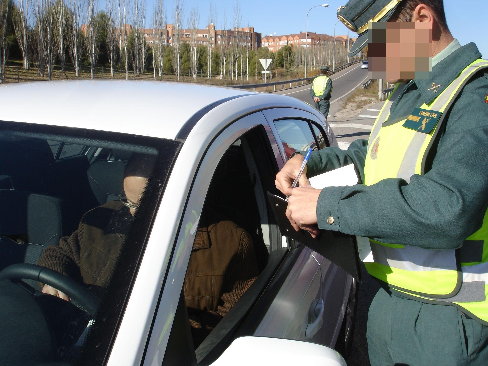 Las multas de tráfico se podrán pagan con dinero »cash» en carretera