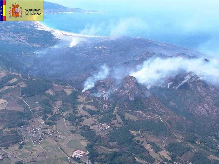 El alcalde de Carnota manda cortar las luces del Monte Pindo para evitar chispazos en la extinción