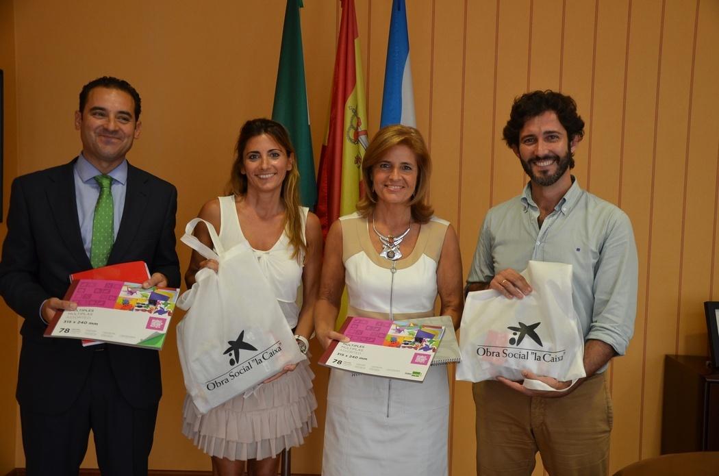 La Diputación y La Caixa entregan 600 lotes de material escolar a familias necesitadas de tres municipios