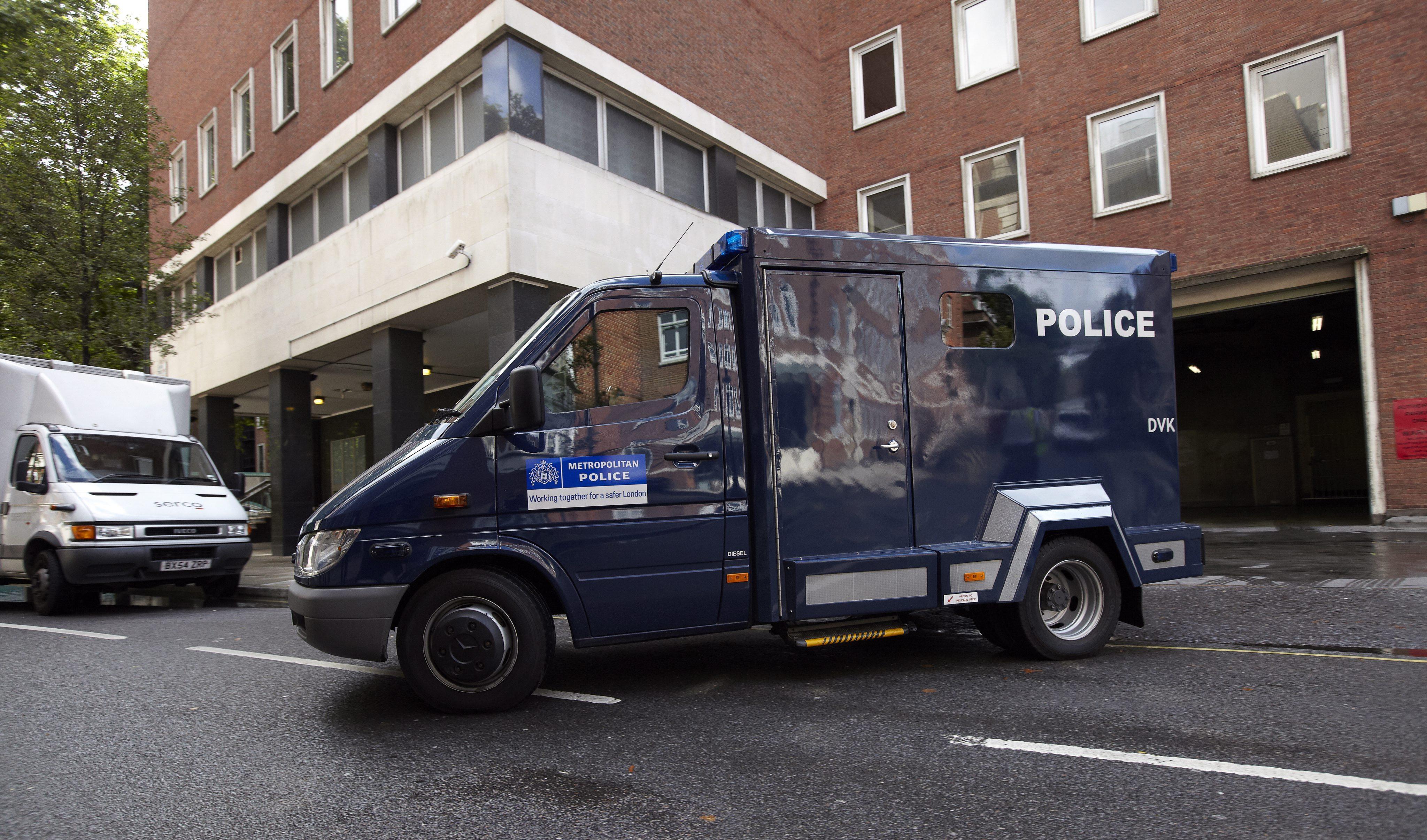 Doce detenidos por supuesto acceso a ordenadores del banco Santander en Londres