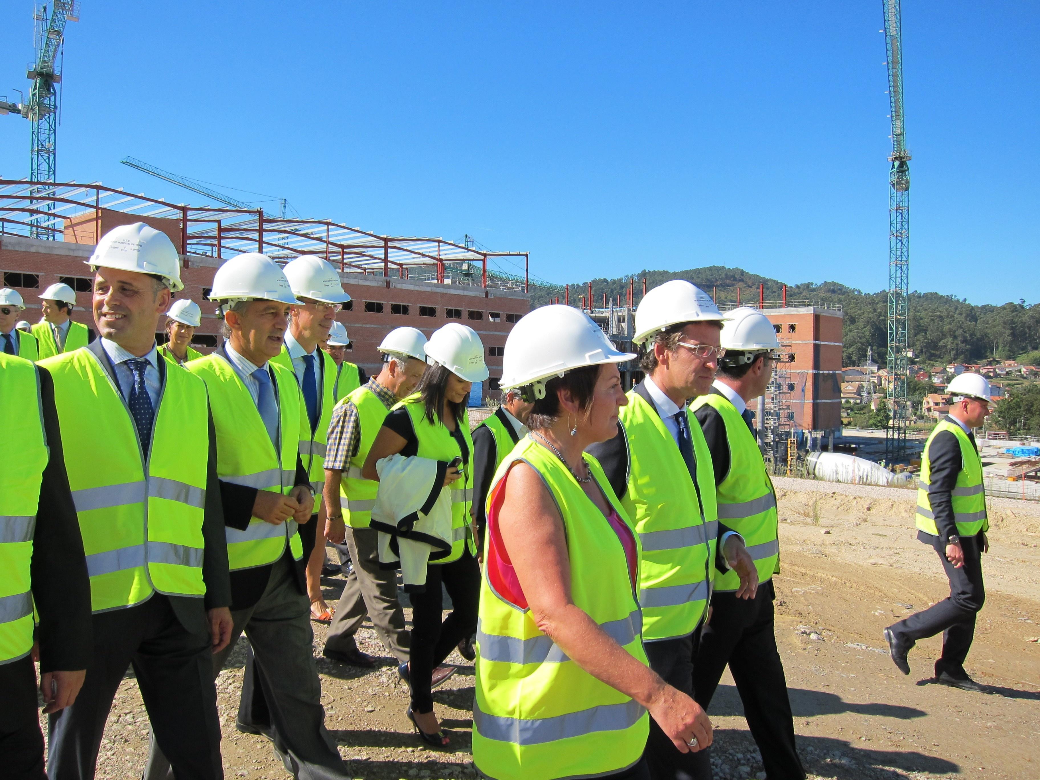 Feijóo mantiene que el nuevo hospital de Vigo estará listo en esta legislatura y «sin rebajar» sus dimensiones