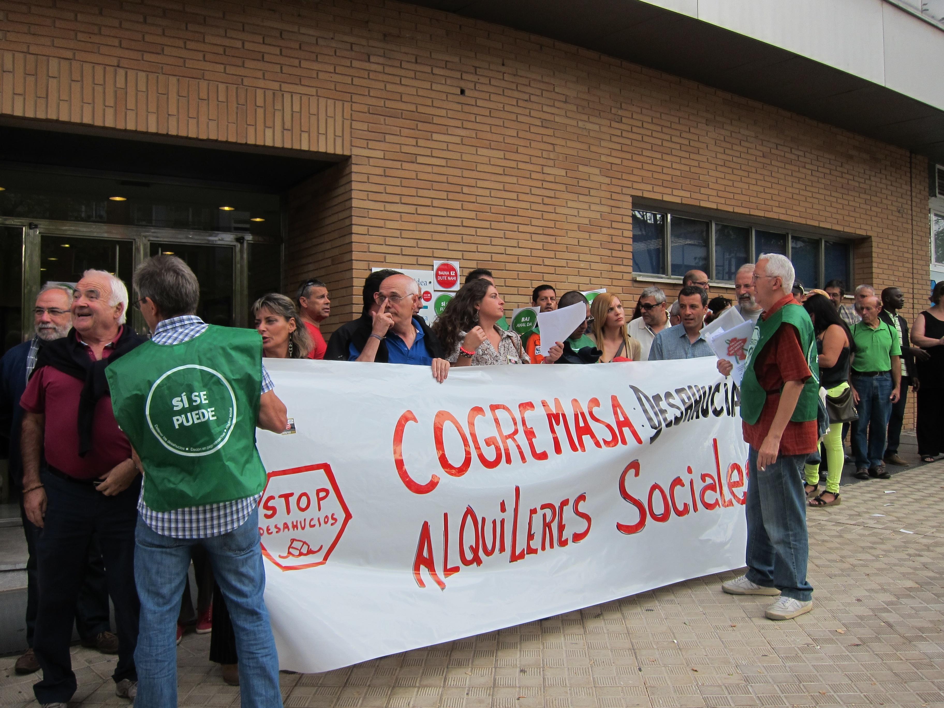 La PAH se concentra en Pamplona para pedir la «paralización inmediata» de los desahucios por alquiler