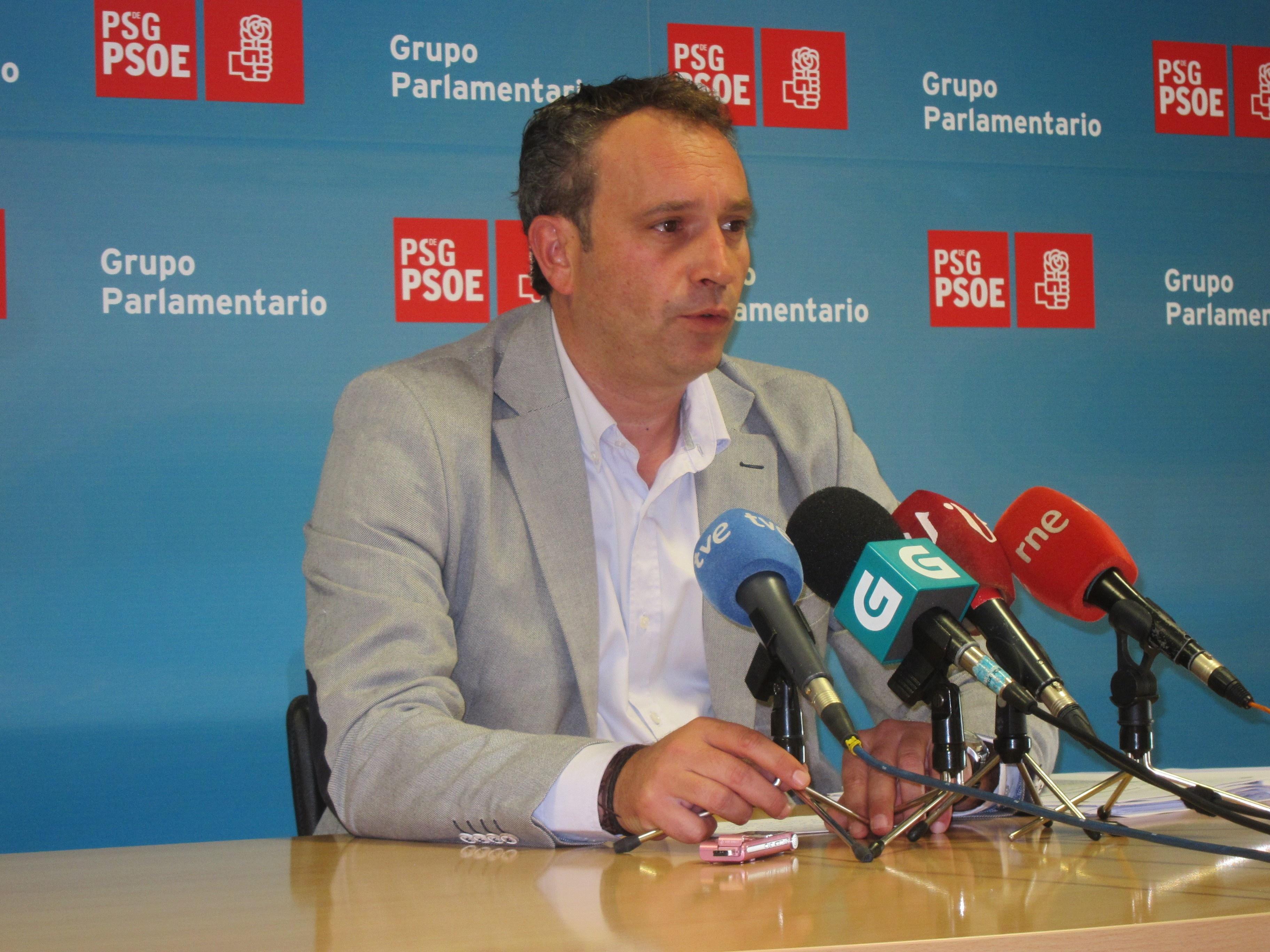 El PSOE recuerda que, cuando ardió el monte Pindo en 2005, Feijóo lo achacó a la «irresponsabilidad» de la Xunta