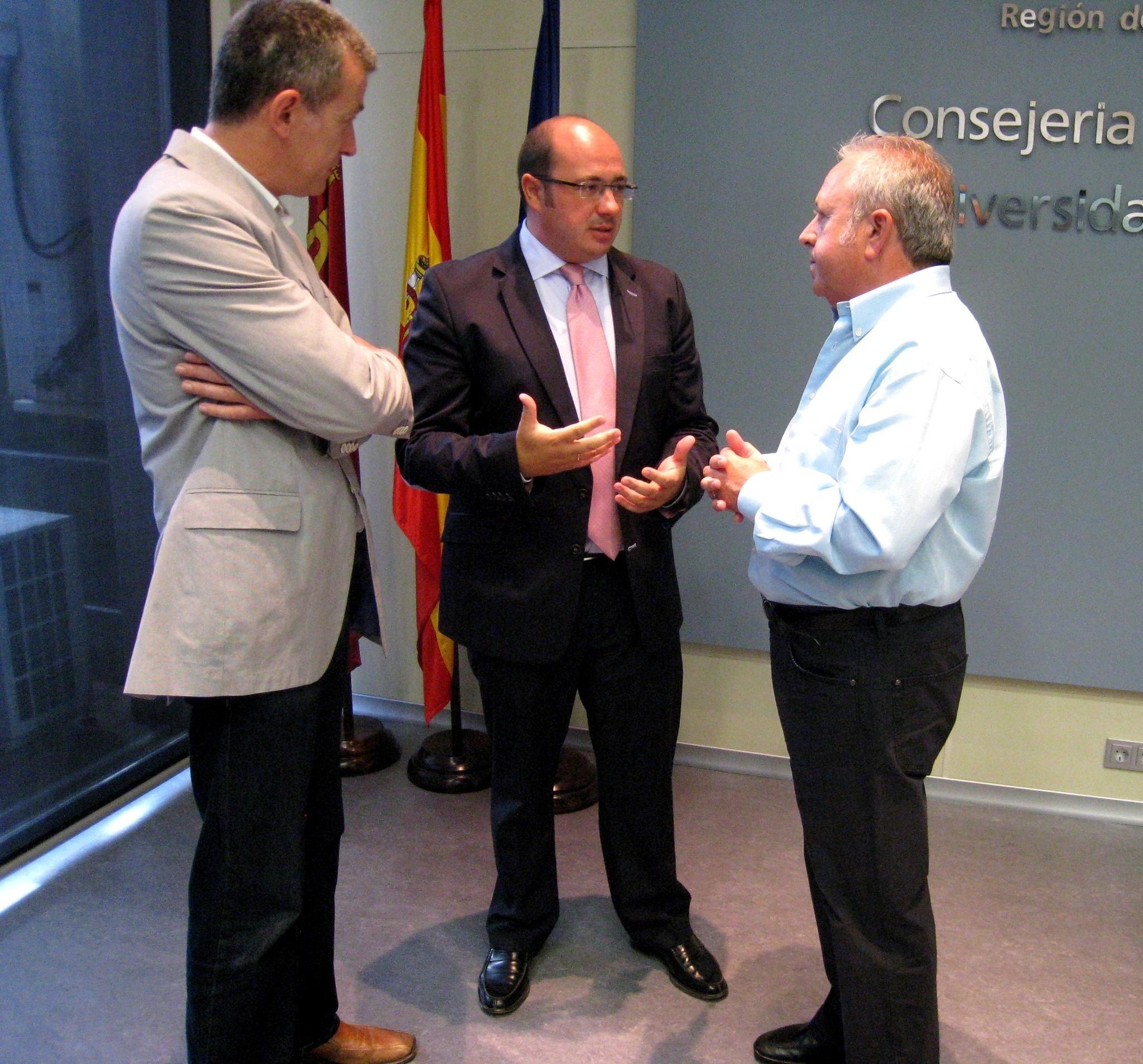 Sánchez y sindicatos abordan la lucha contra la economía irregular y establecen diálogo para medidas concretas