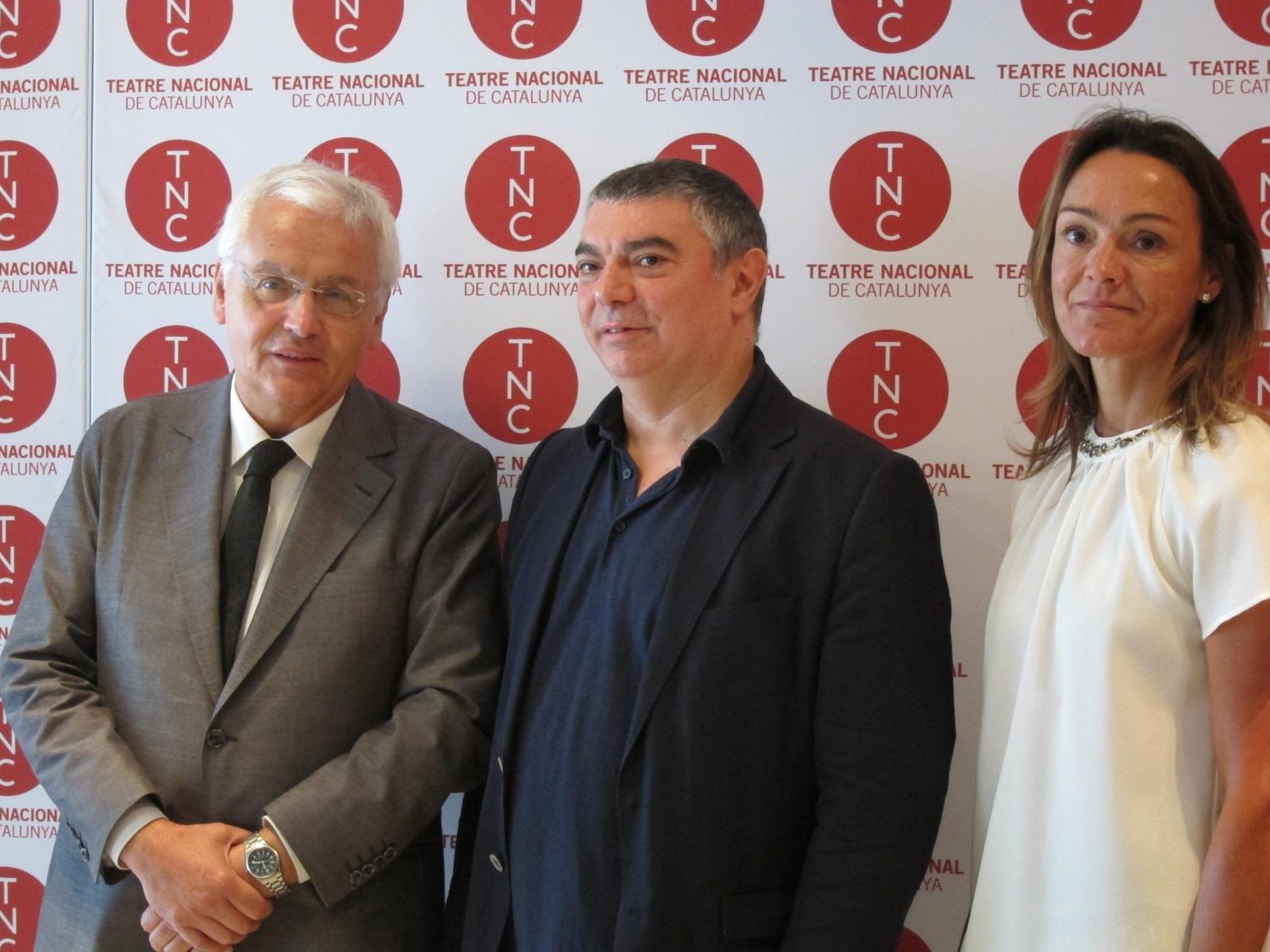 El TNC recupera a su fundador Josep Maria Flotats y baja un 25% los precios