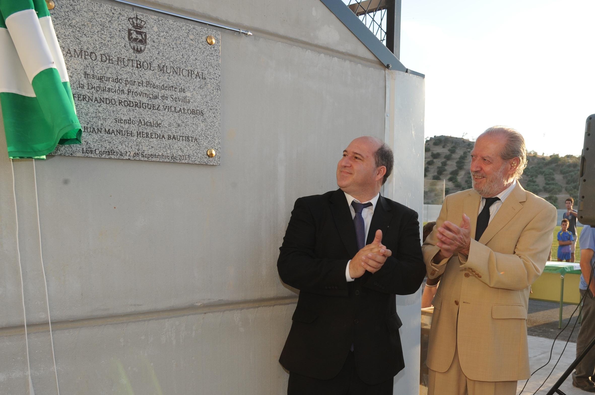 Villalobos inaugura las nuevas instalaciones del campo de fútbol de Los Corrales