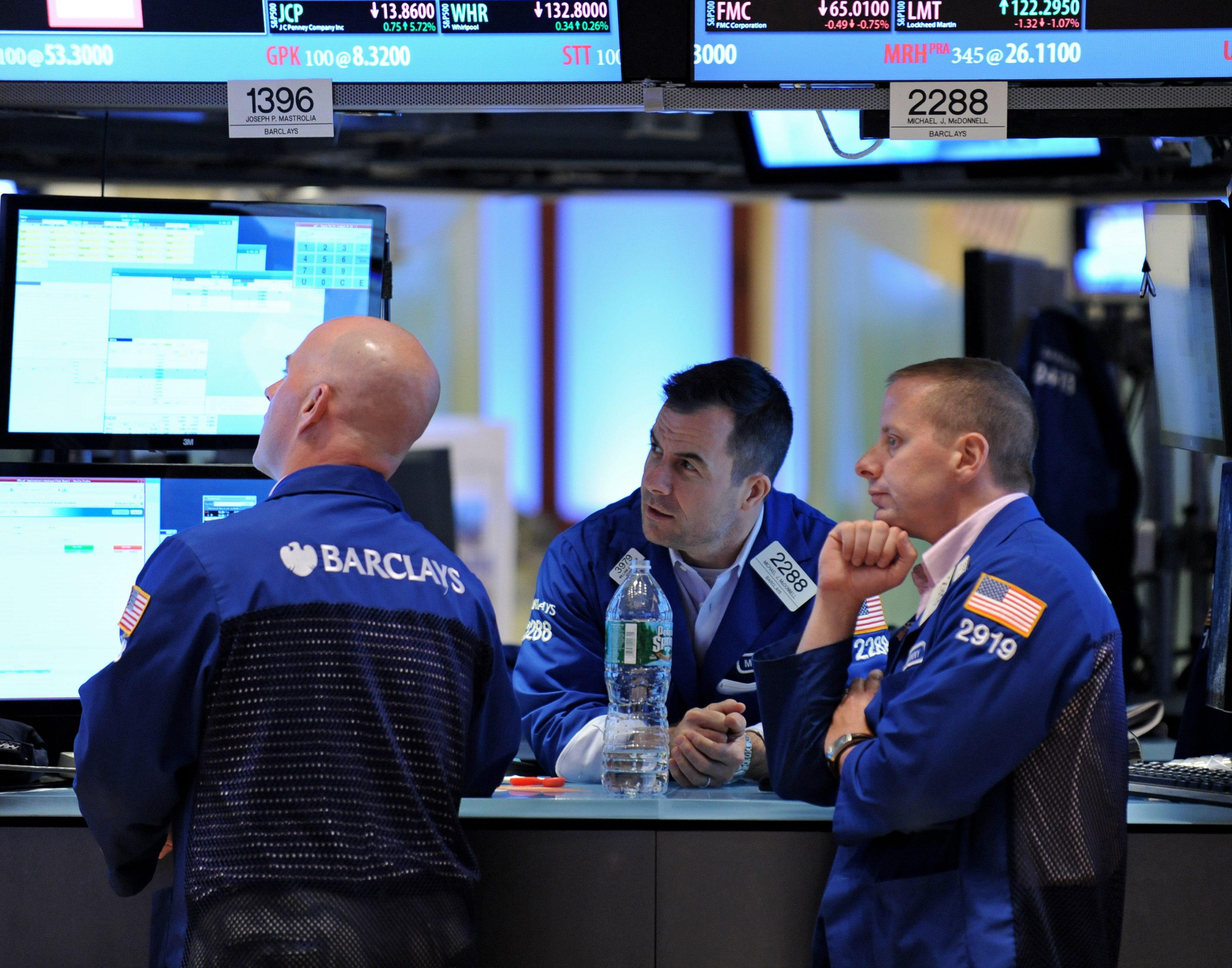 Wall Street sube en la apertura menos el Nasdaq, afectado por Apple