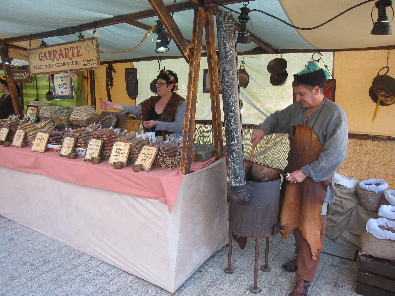 Un centenar de artesanos da vida hasta el domingo al Mercado Medieval de Salamanca
