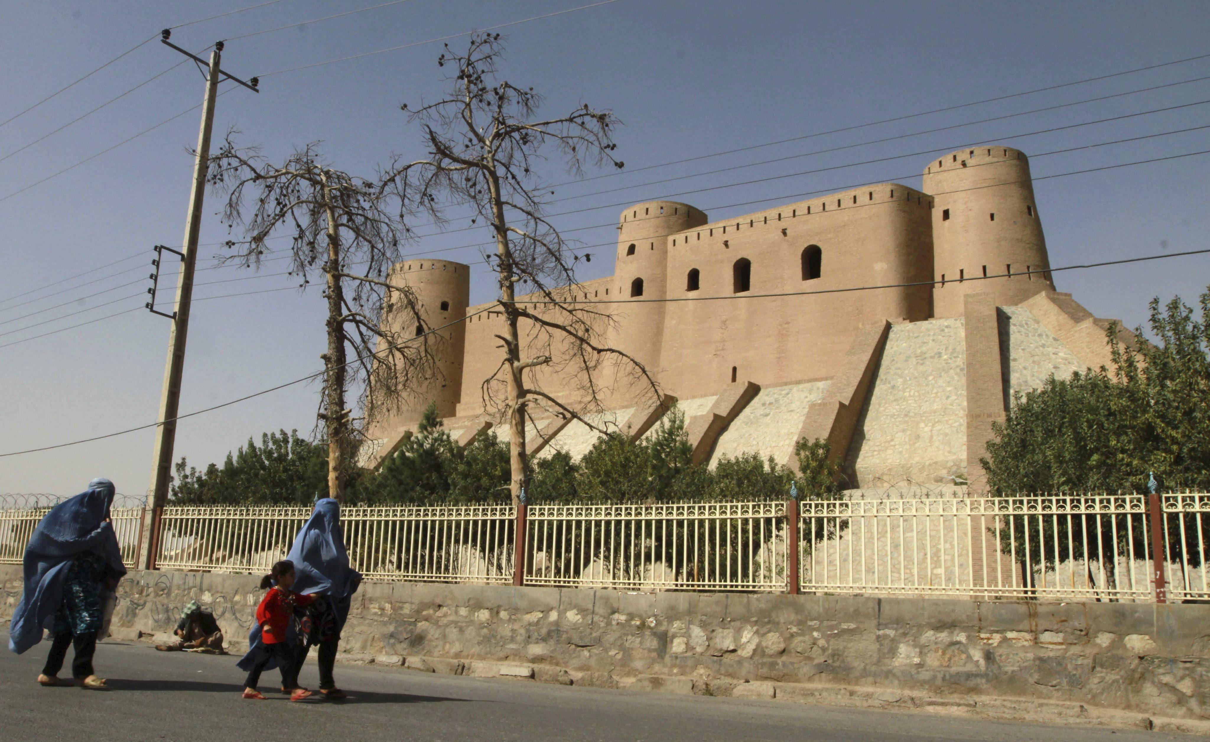 Un comando talibán ataca el consulado de EEUU en la ciudad afgana de Herat
