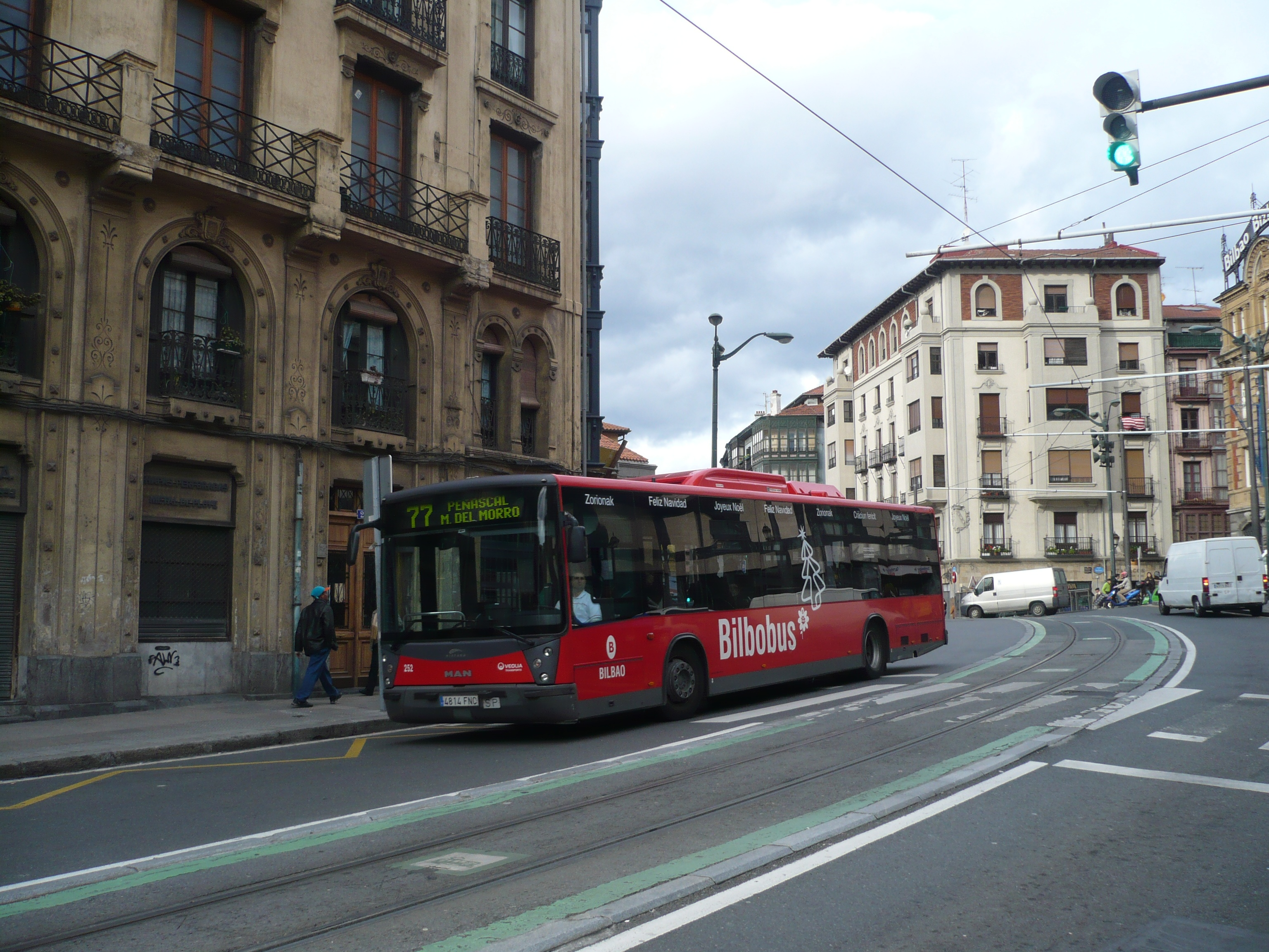 Los usuarios de Metro Bilbao caen un 1,6% en julio y los de los autobuses vascos crecen un 2,1%