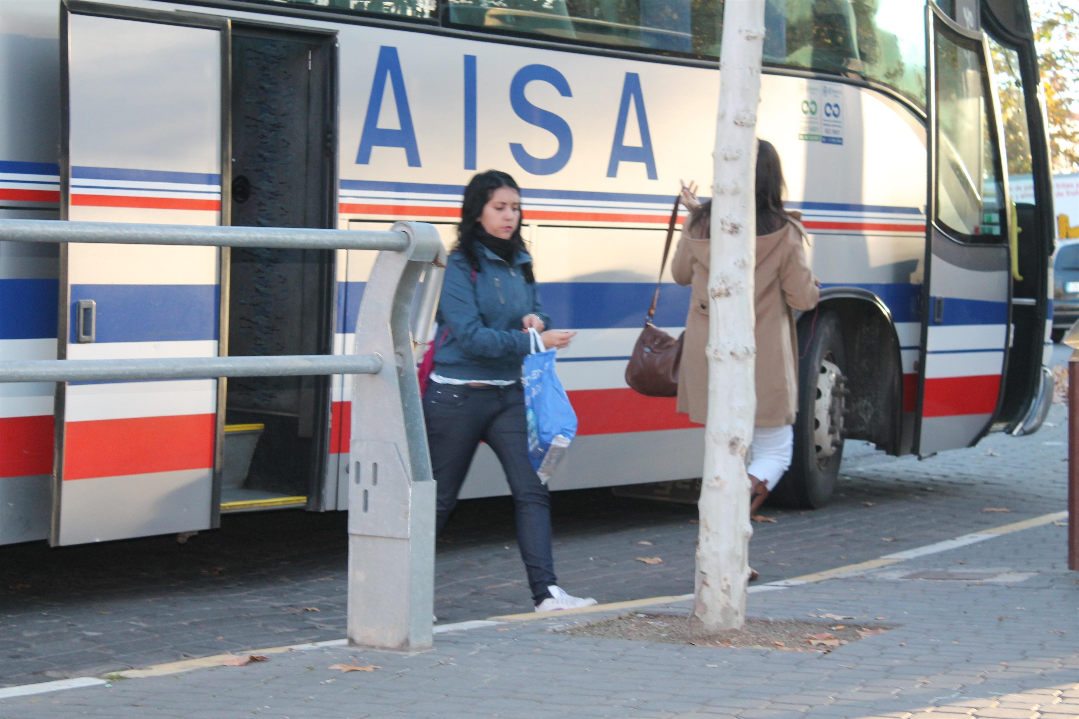 Los usuarios de transporte urbano por autobús descienden un 15% en C-LM en julio, según el INE