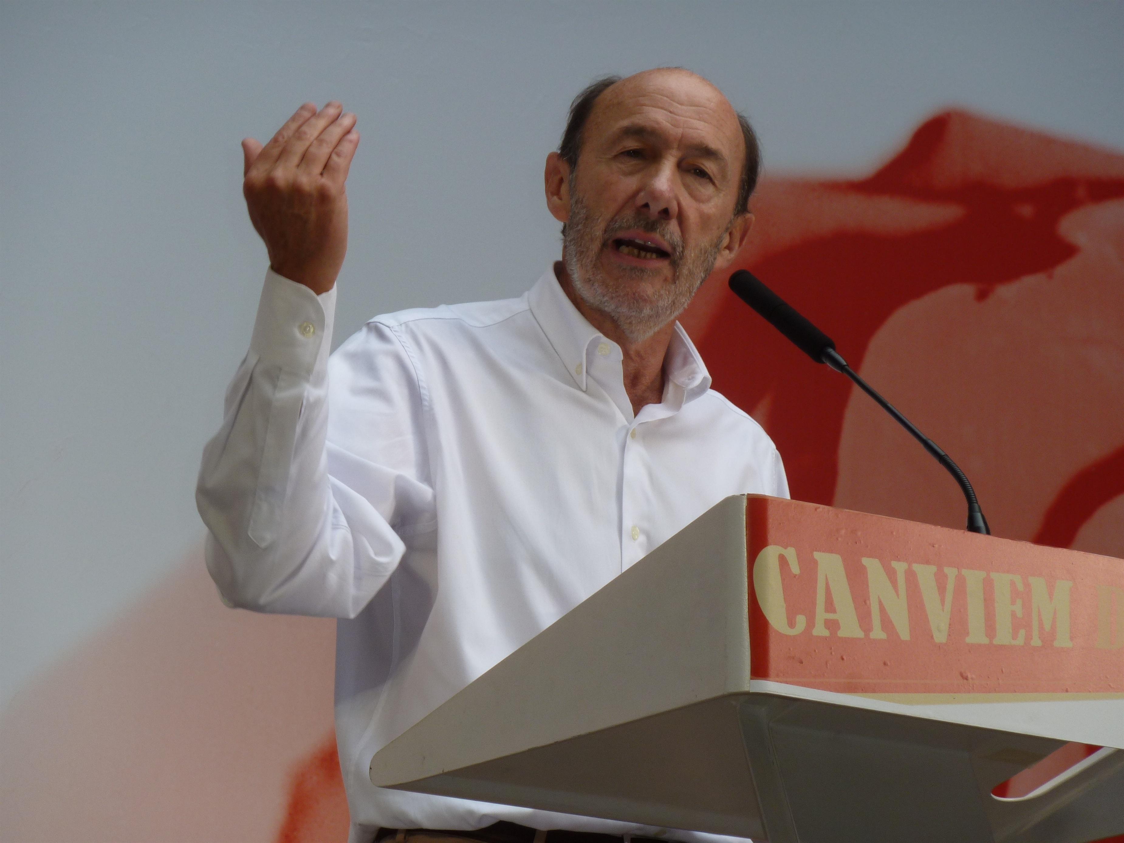 Rubalcaba acusa a Mas de bailar la »yenka» con la independencia olvidándose de la economía