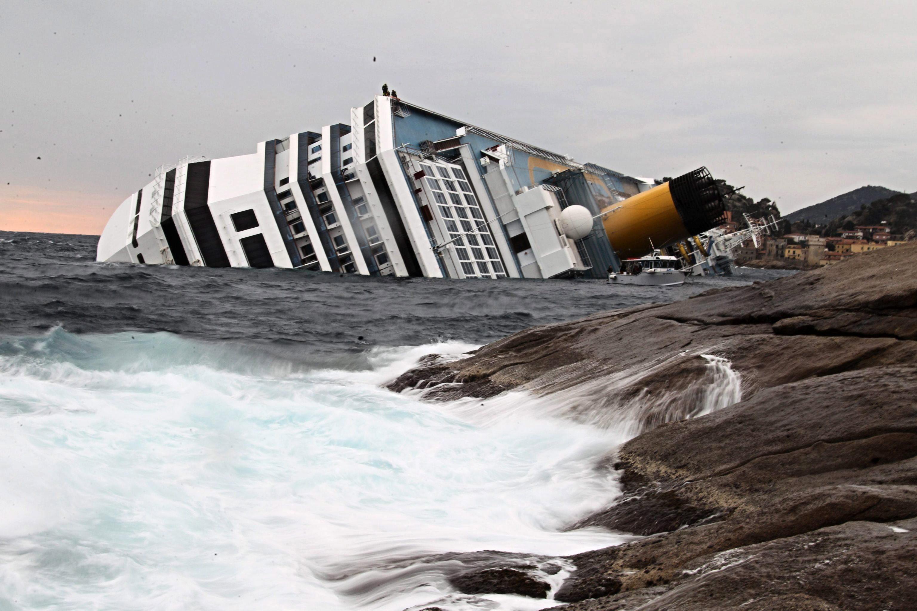 Los trabajos para enderezar el crucero »Costa Concordia» comenzarán este lunes