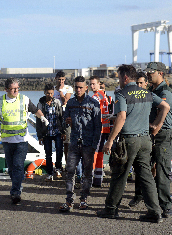Ascienden a 19 los inmigrantes localizados de la patera de La Graciosa