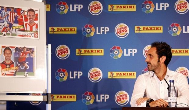 Juanfran participa en la presentación del 'Cromo Solidario' de Panini