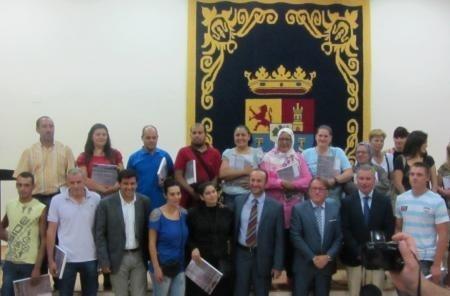 La Consejería de Fomento alcanza las 500 viviendas entregadas esta legislatura, tras las 21 adjudicadas en Almendralejo