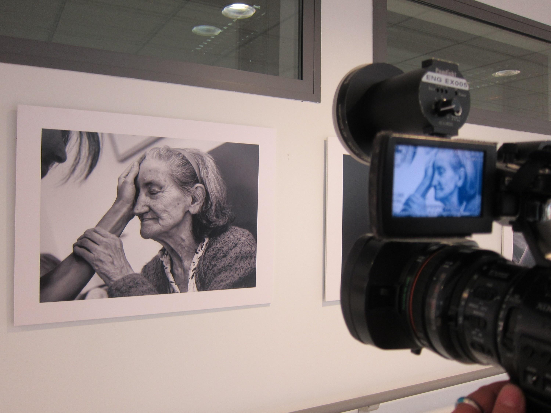 Una muestra fotográfica recoge en Salamanca las emociones de personas con Alzheimer