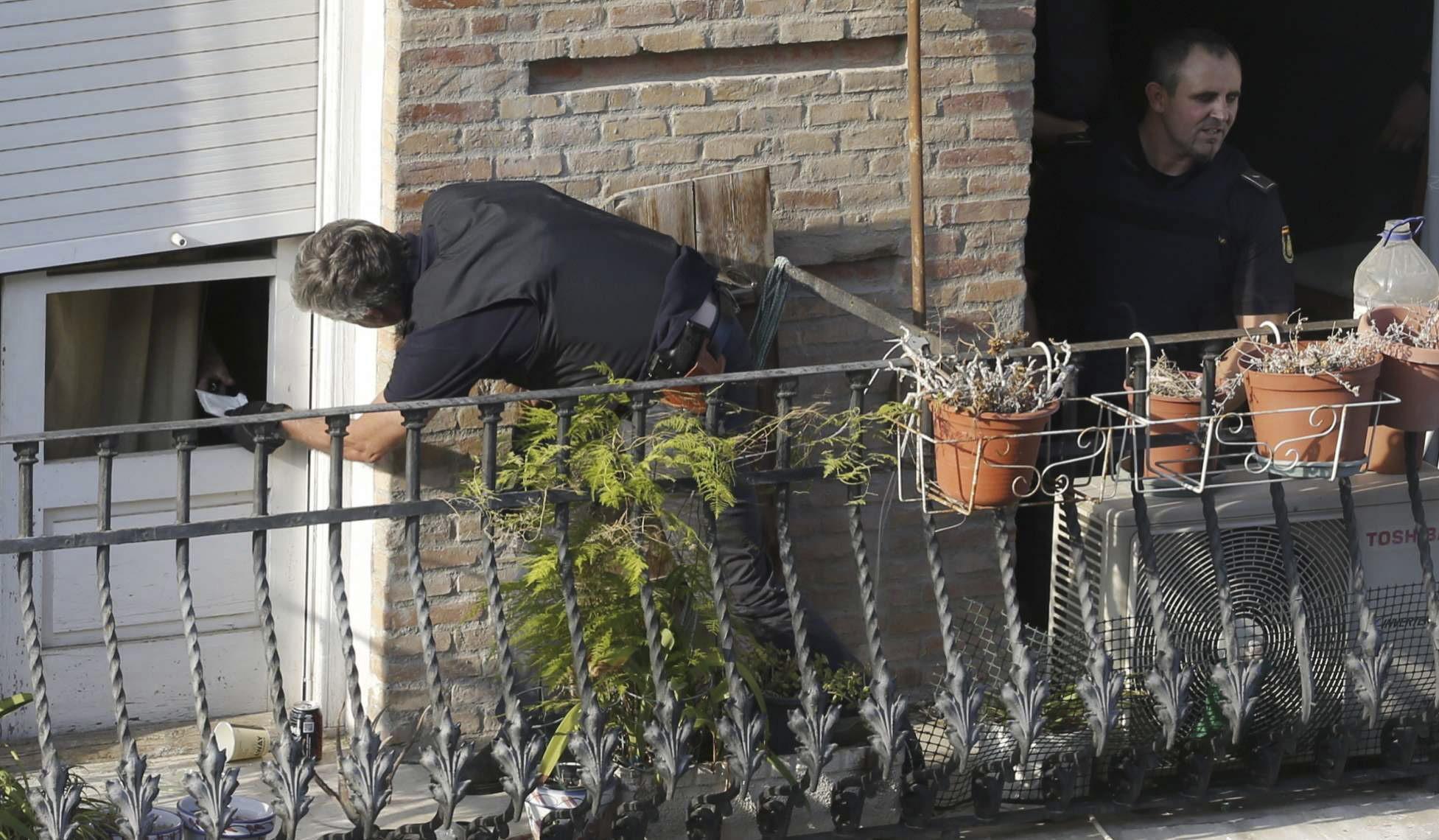 Acordonan el centro de Murcia tras atrincherarse un hombre en su vivienda