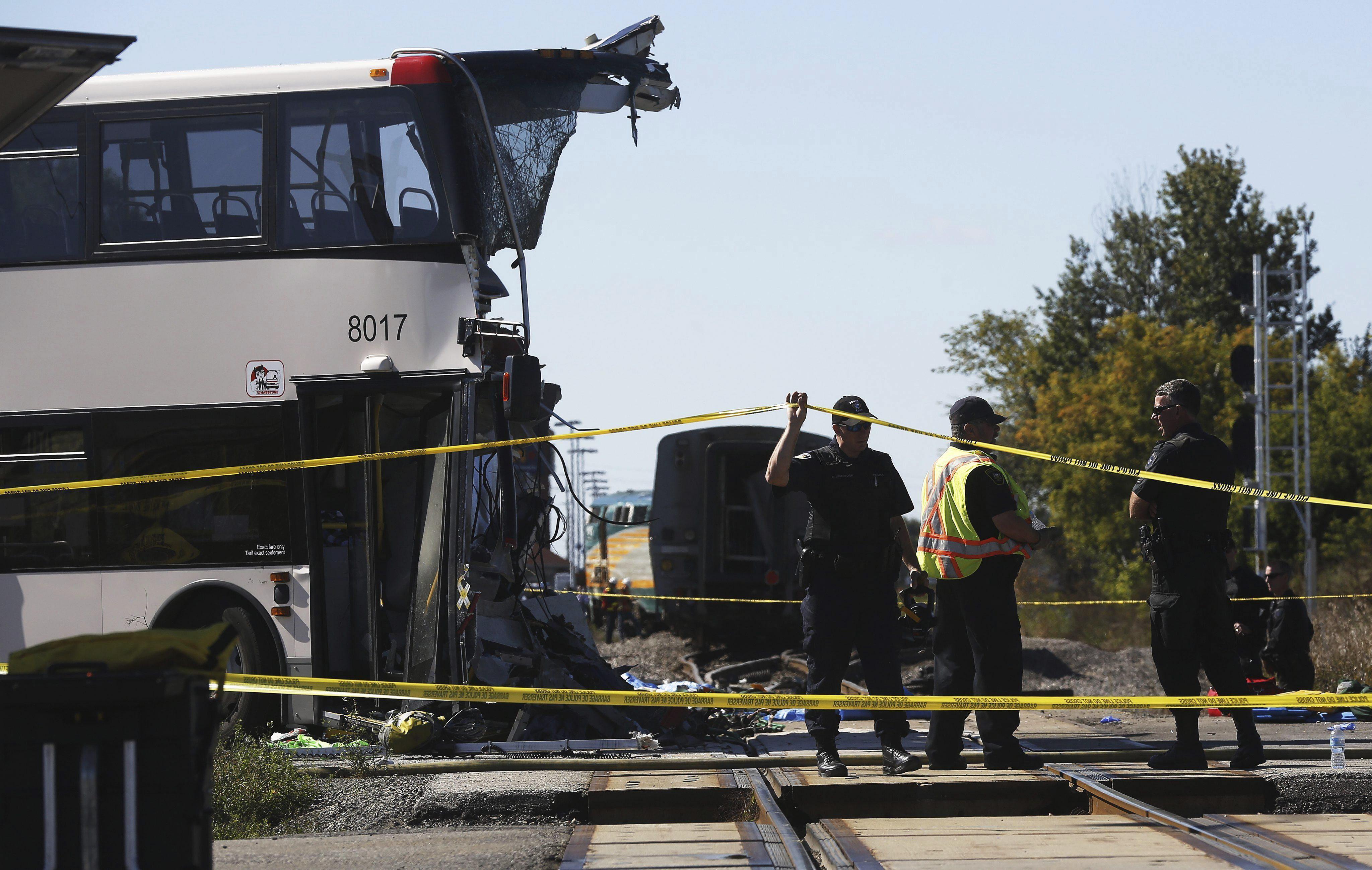 Aumenta a 6 la cifra de muertos tras chocar un autobús y un tren en Ottawa
