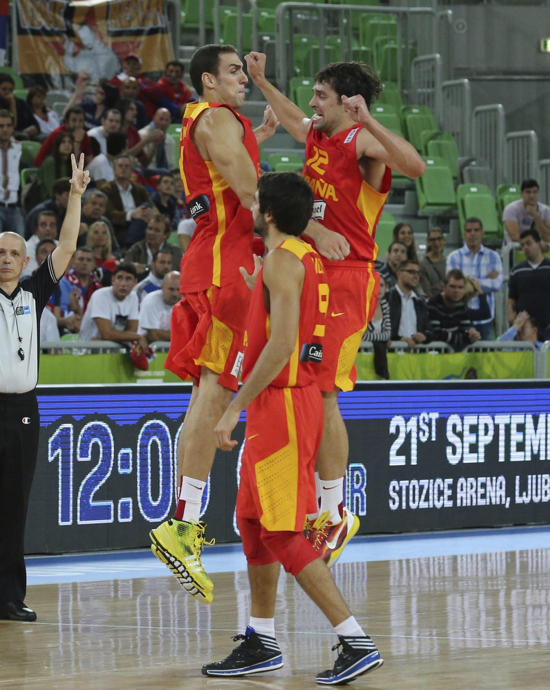 60-90. La selección española jugará por las medallas tras barrer a Serbia
