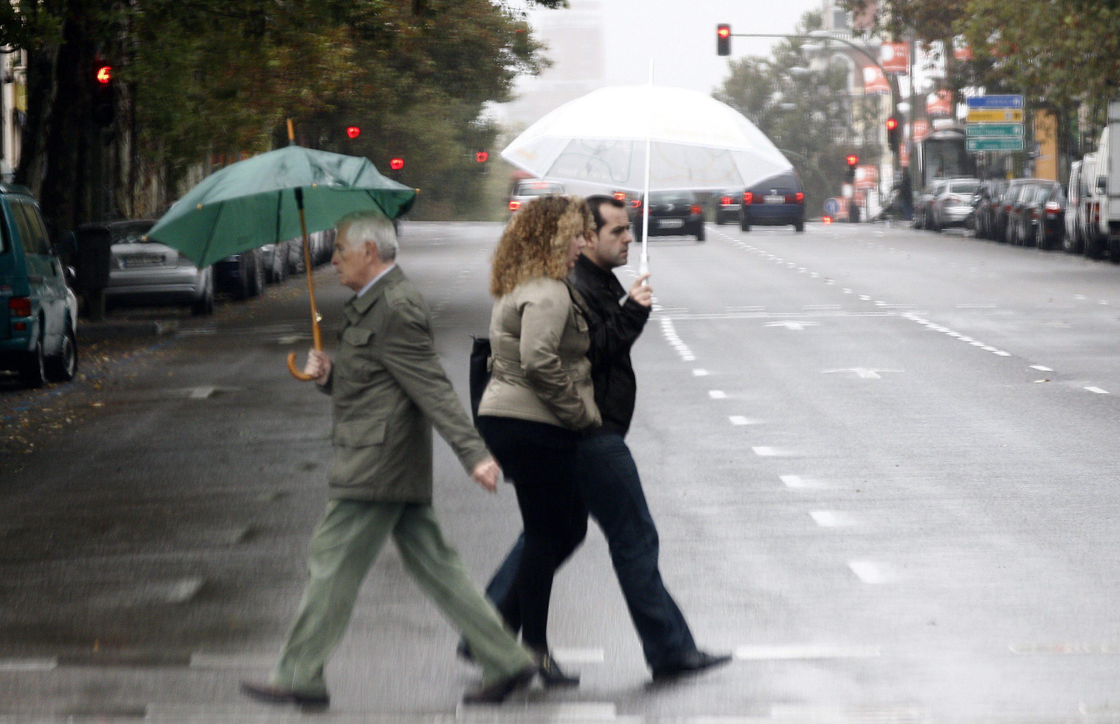 Llega el inestable «tiempo trampa» de chubascos, chaquetas y paraguas