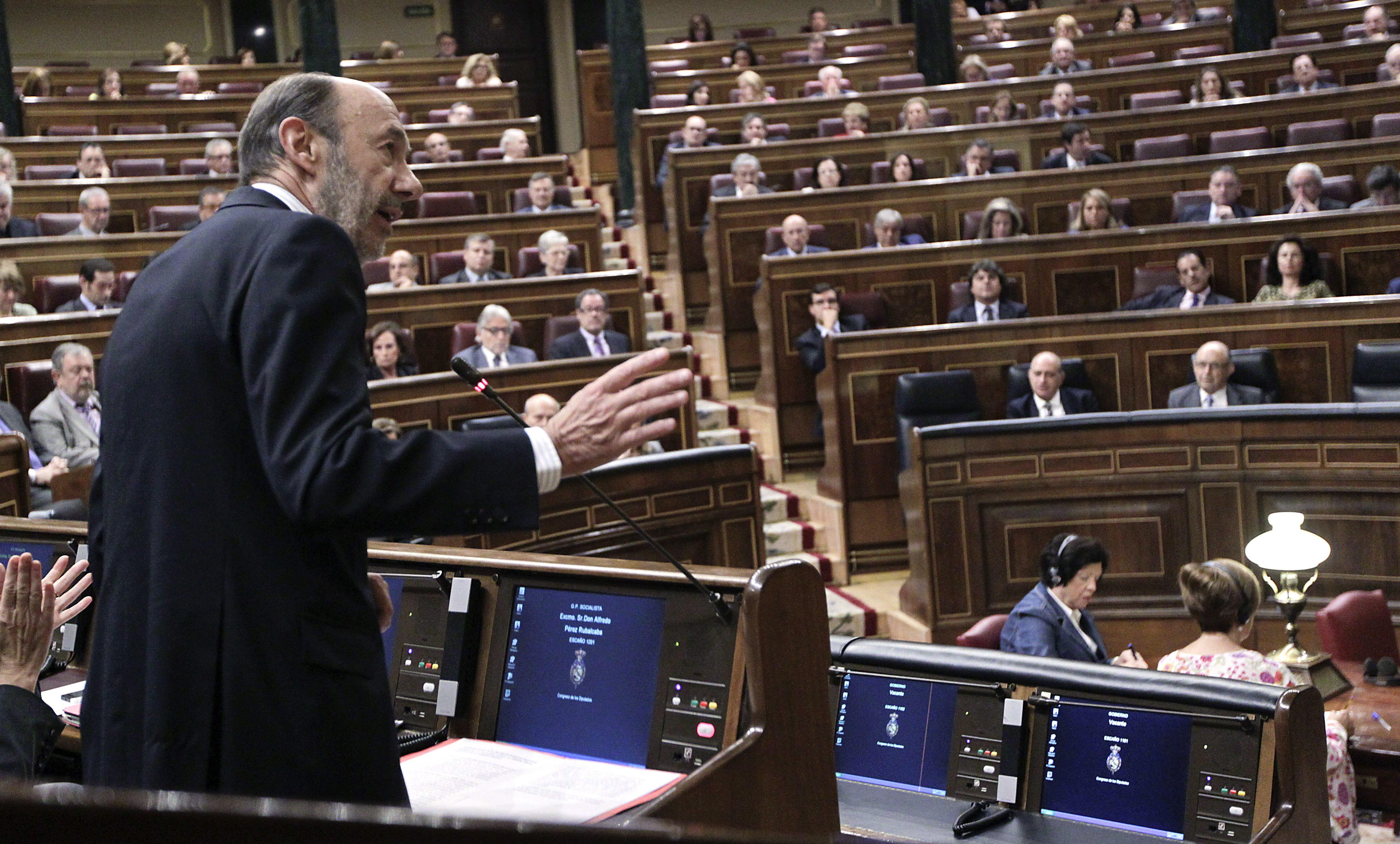 El PSOE se adentra en la tormenta política perfecta