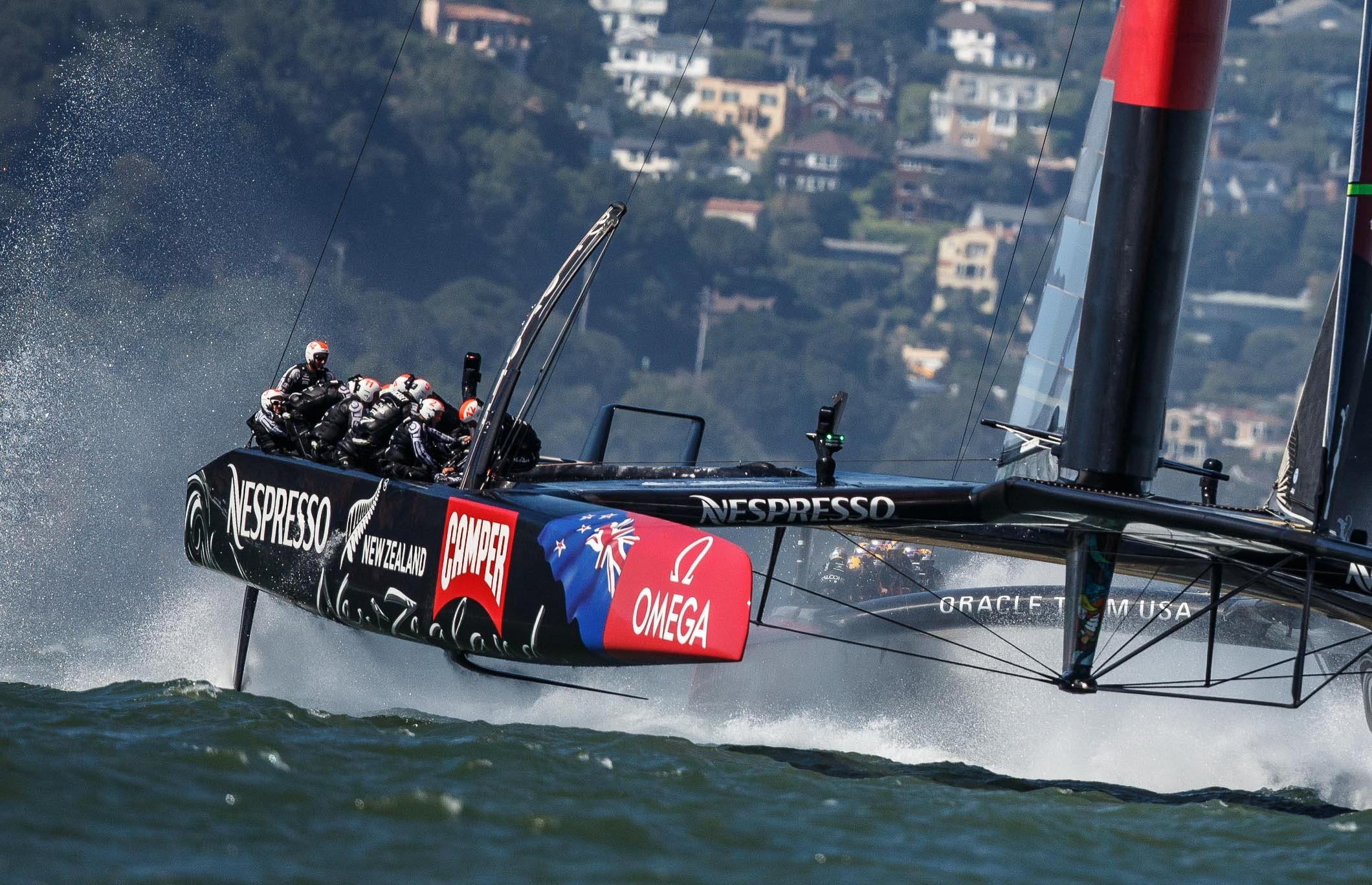 El »Emirates Team New Zealand», a un punto de la America»s Cup