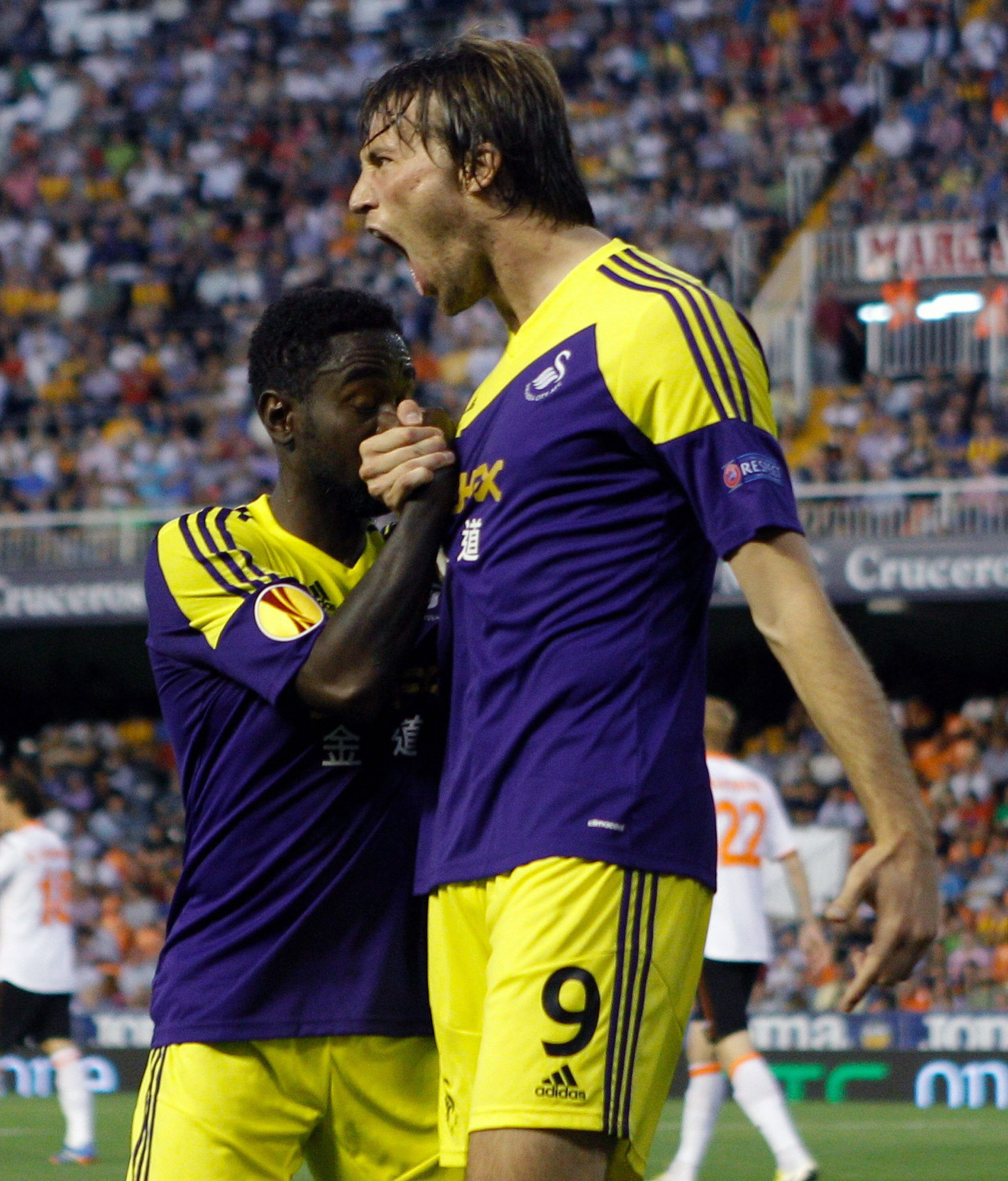 El 'Spanish' Swansea castiga a un convulso Valencia