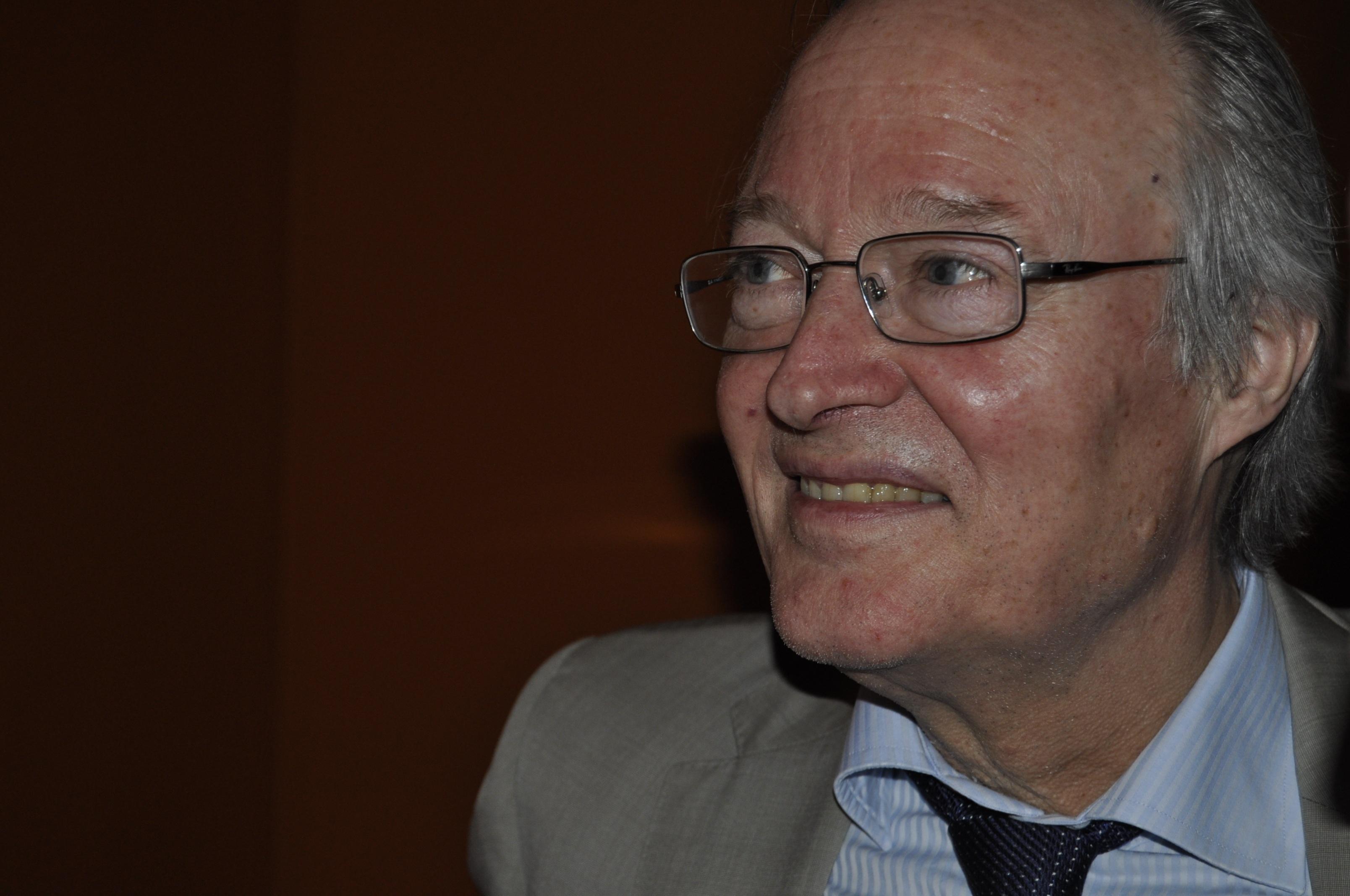 OHL aplaza la formalización del »fichaje» de Josep Piqué, que permanece ingresado en observación