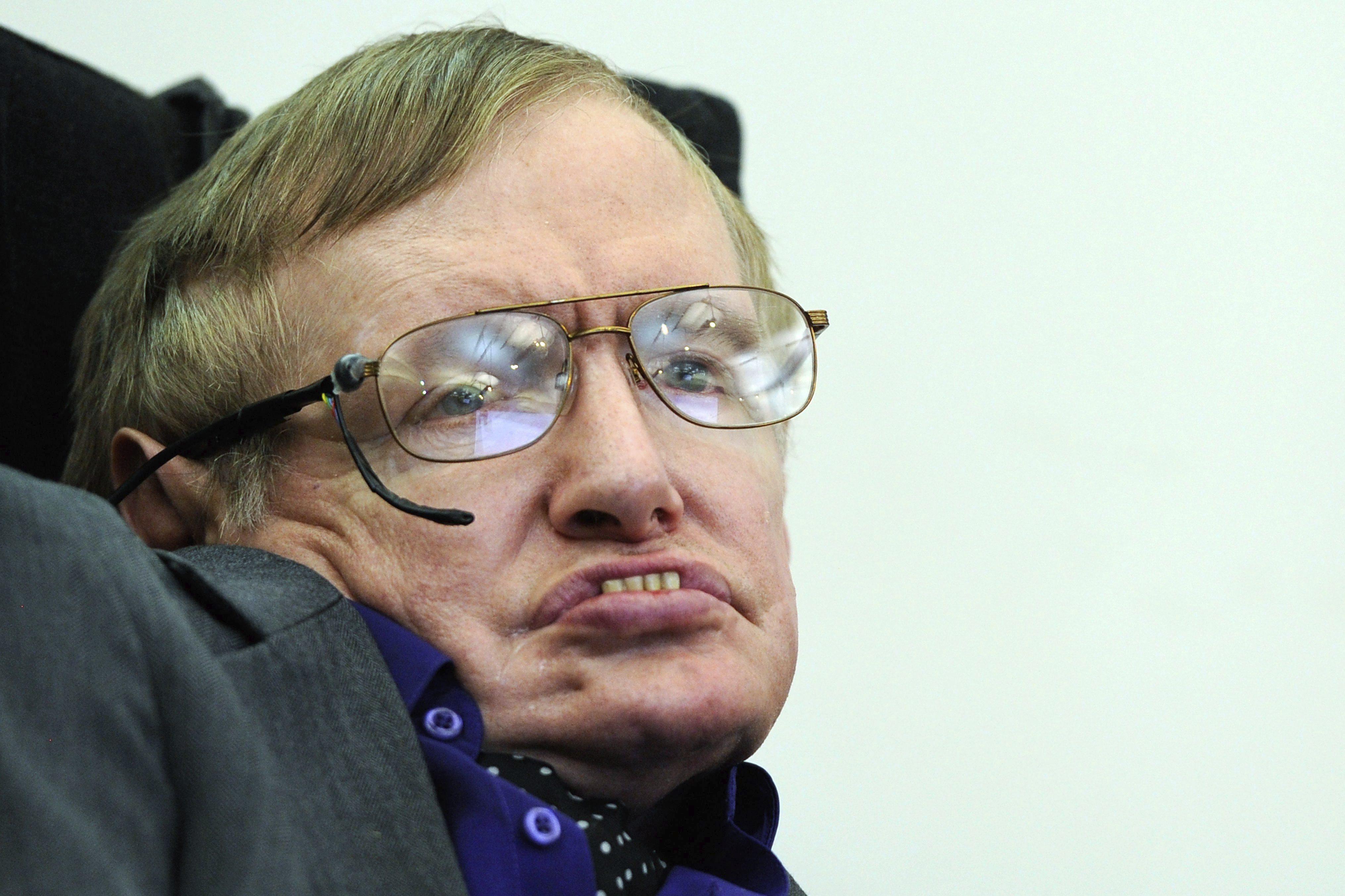 Stephen Hawking tiene un «gran sentido del humor», según el director de un documental