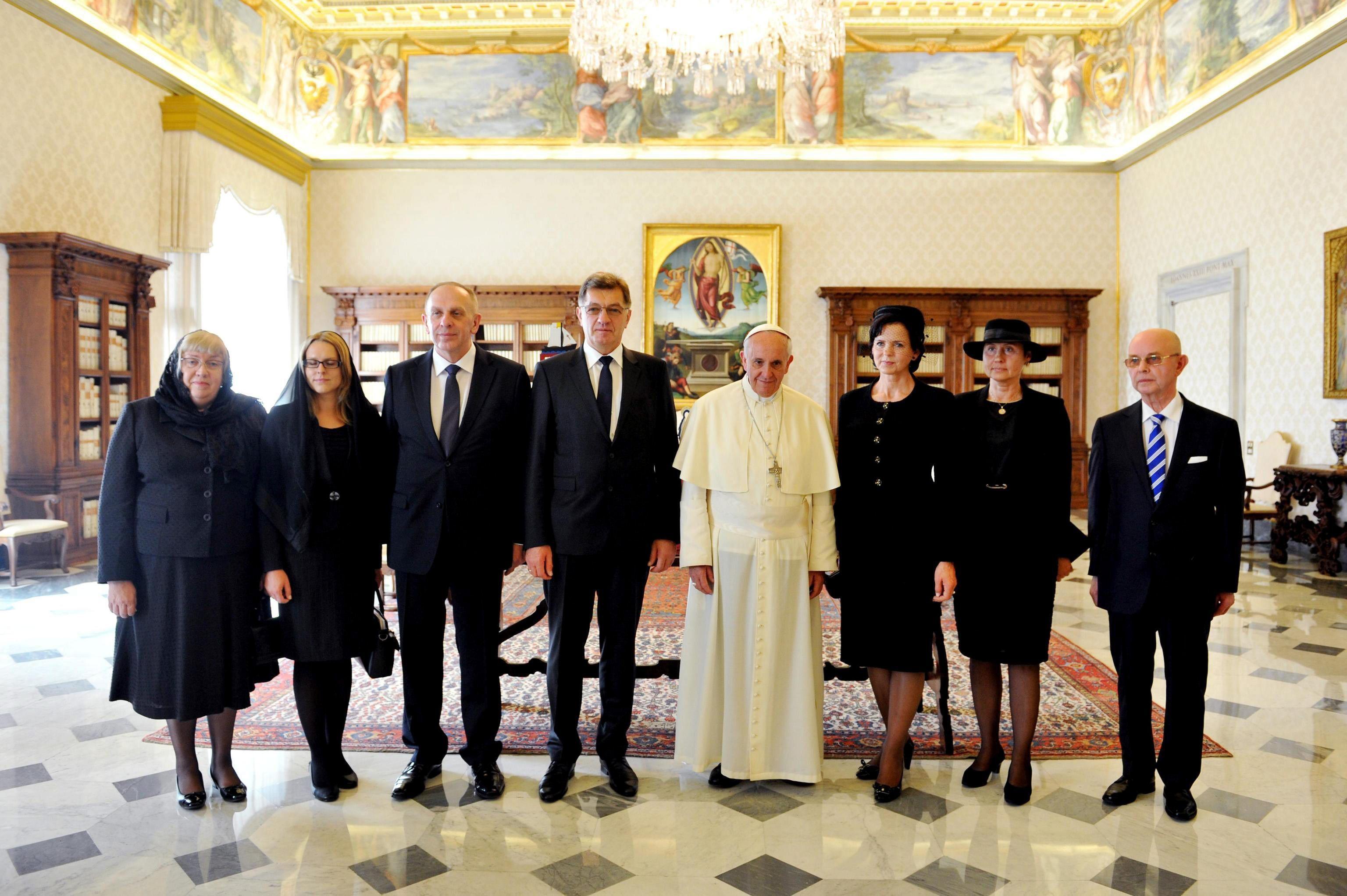El papa dice que no cabe la «injerencia espiritual»
