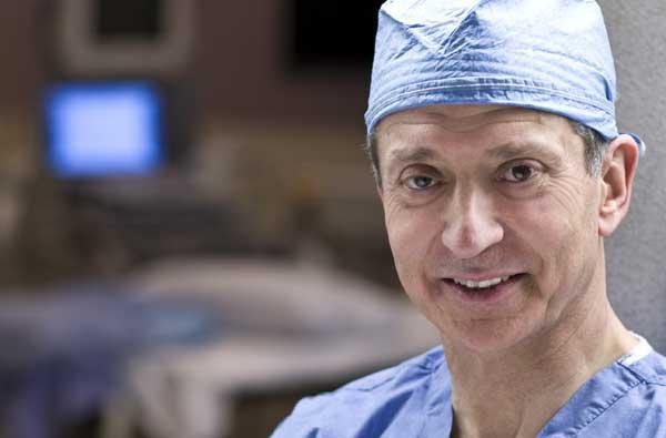 Miguel Cabanela, el médico que operará al Rey