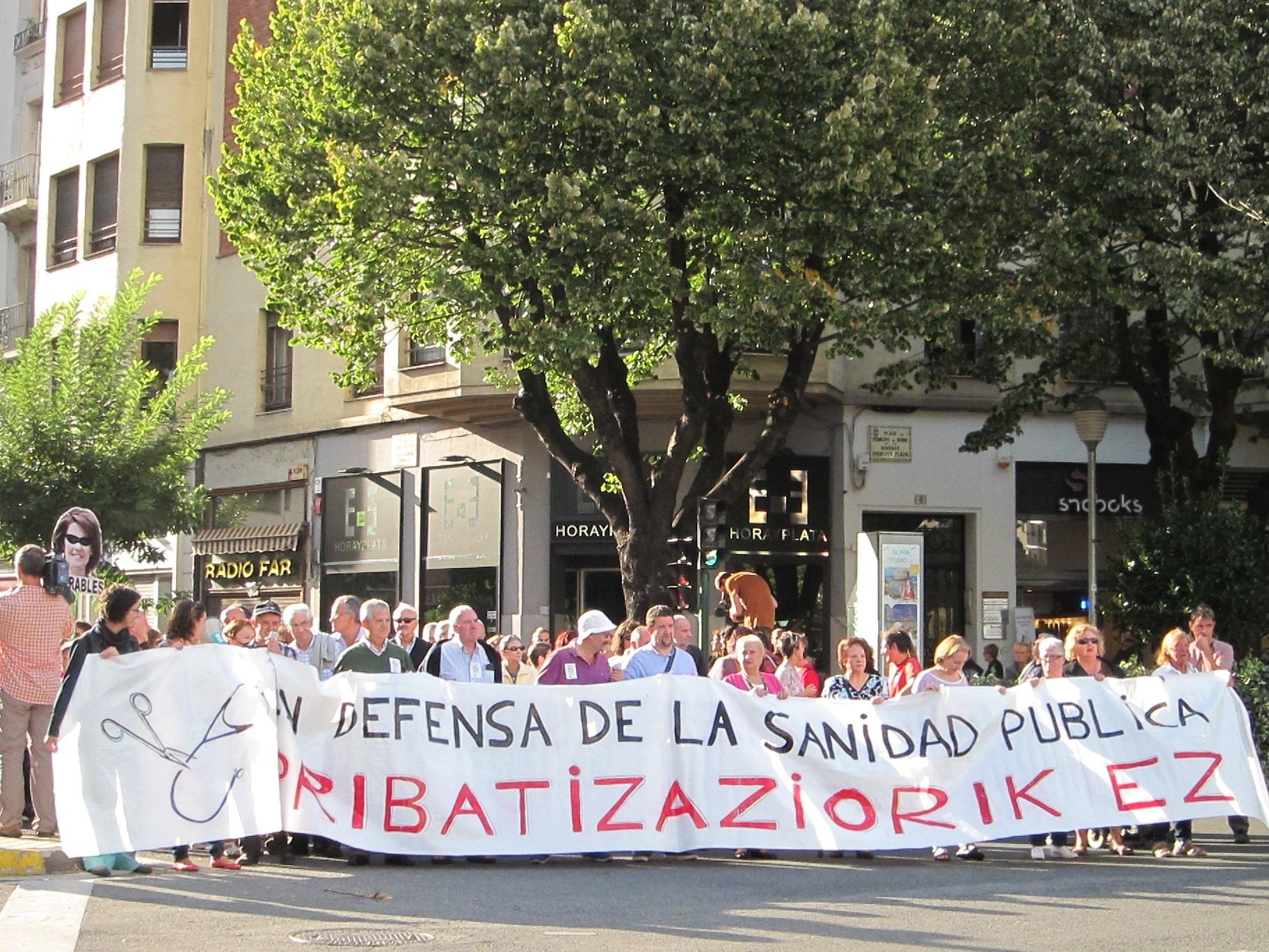 La Plataforma Navarra de Salud se manifiesta en Pamplona contra la reorganización en los centros de Atención Primaria