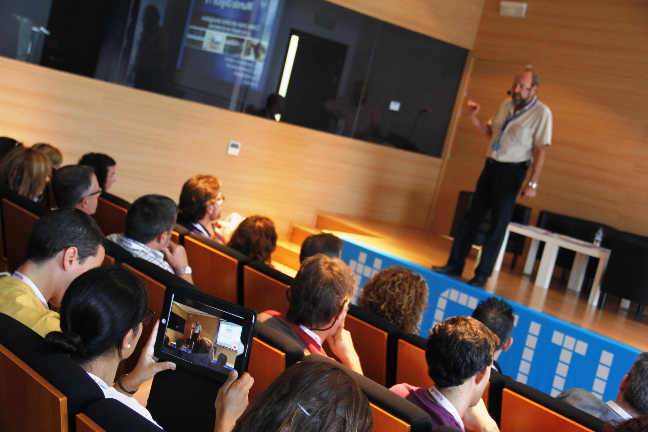 Más de 200 personas participan en el seminario »Actitud Social» para conocer los secretos de Youtube