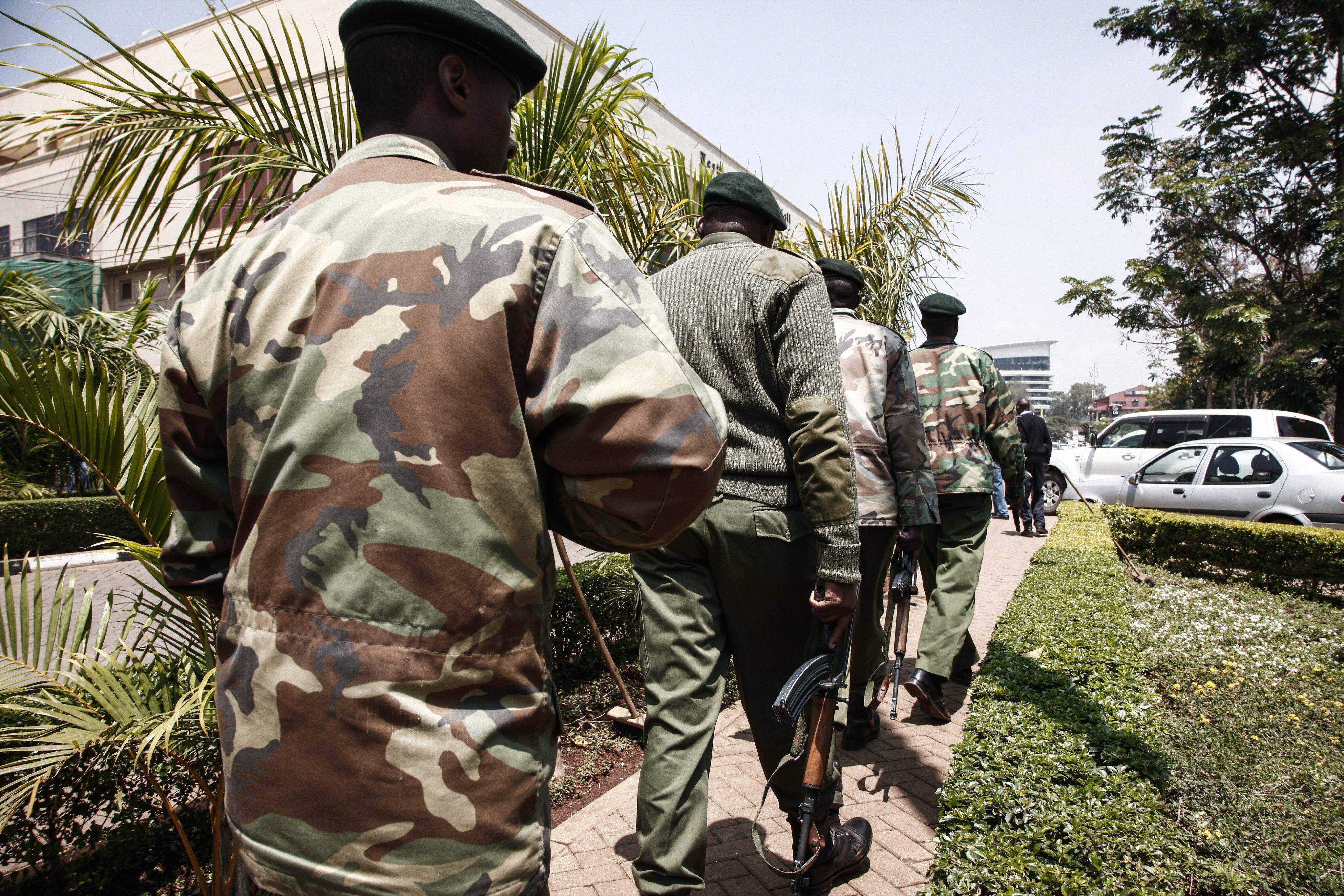 El presidente de Kenia eleva a 39 los muertos en la matanza, incluidos familiares