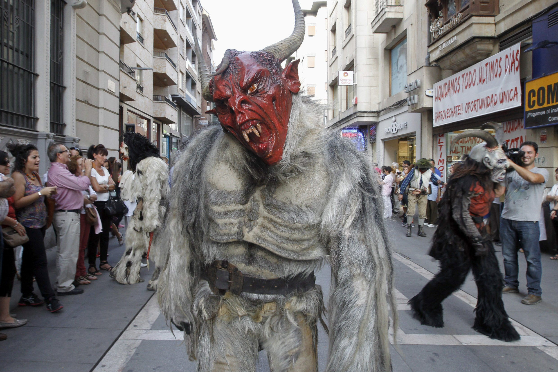 La tradición ancestral de las mascaradas llena de color y música Zamora