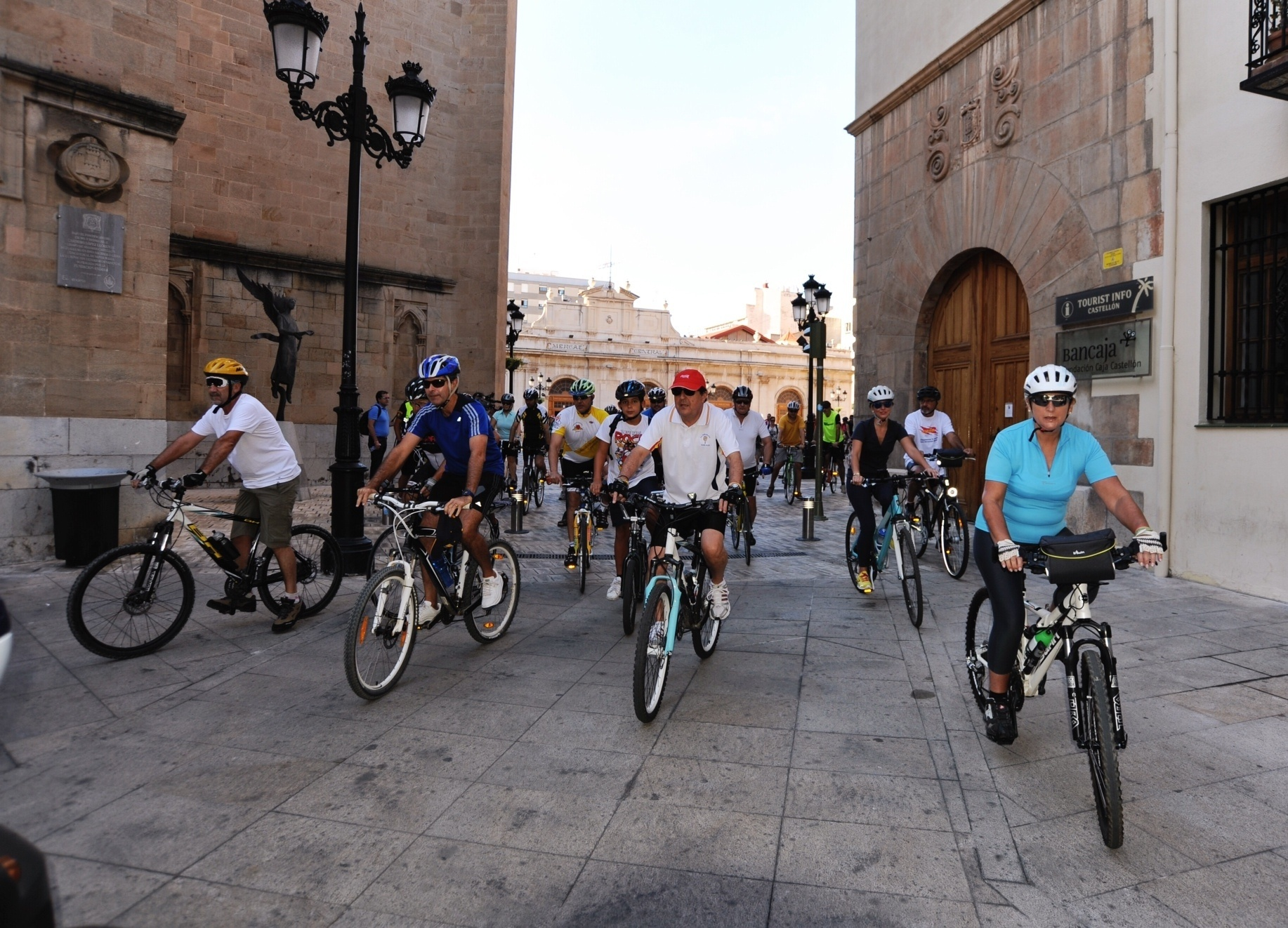 Cerca de 200 ciclistas reivindican la movilidad sostenible en la marcha del Día Europeo sin Coches