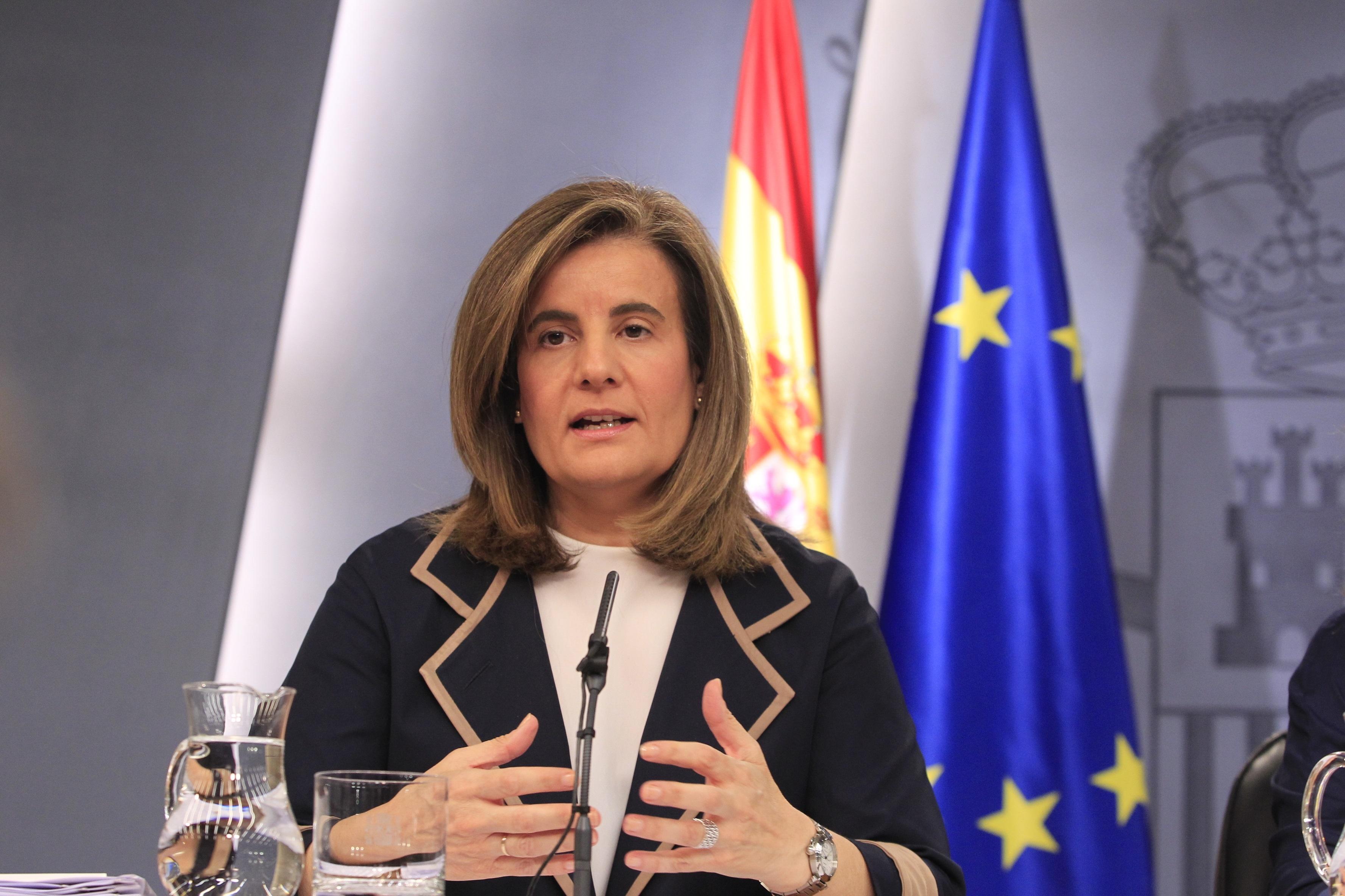 Báñez asegura que el sistema de pensiones seguirá siendo «público, equitativo y de reparto»