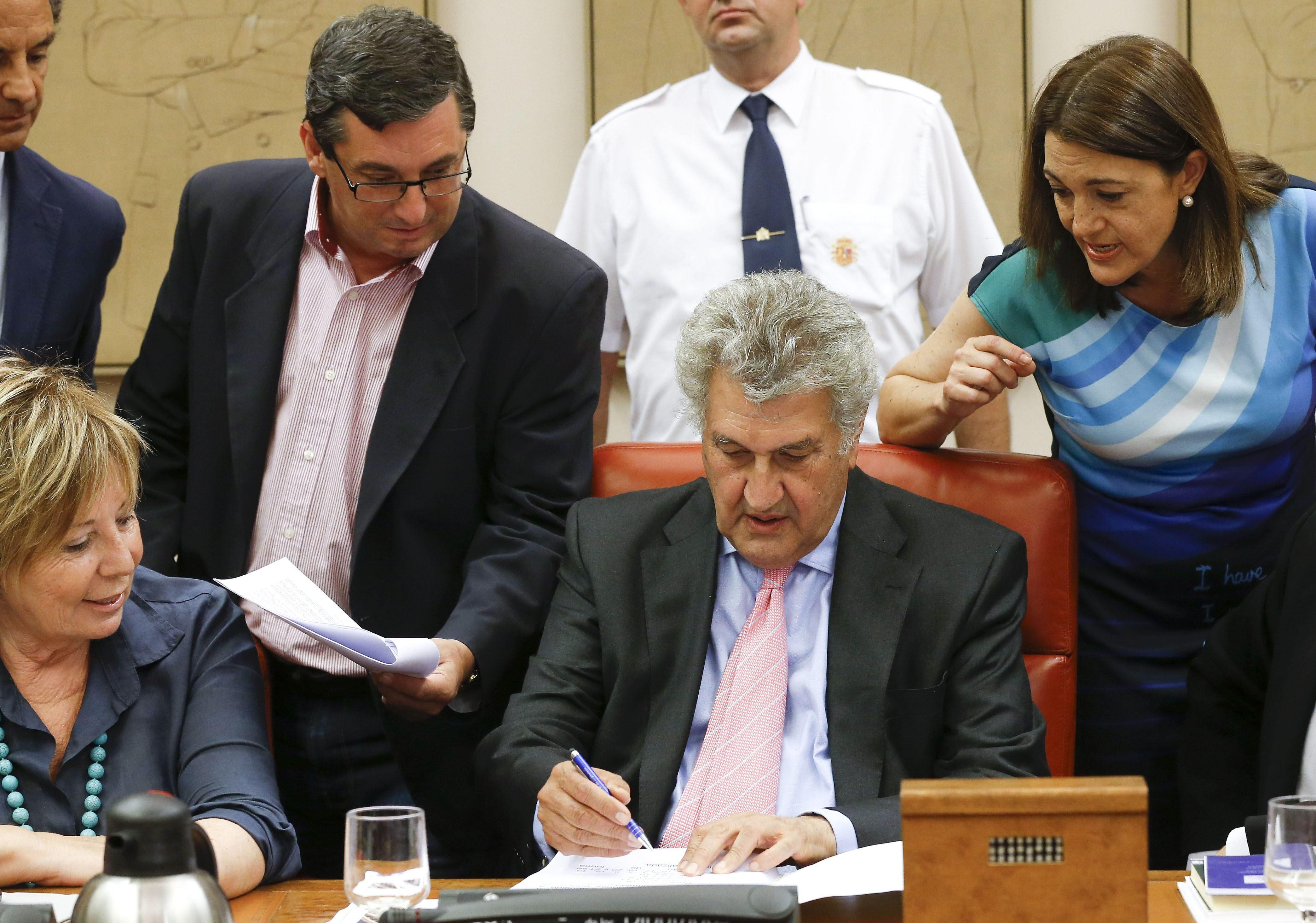 El Congreso tumba las mociones de PSOE e IU que pedían reprochar a Rajoy